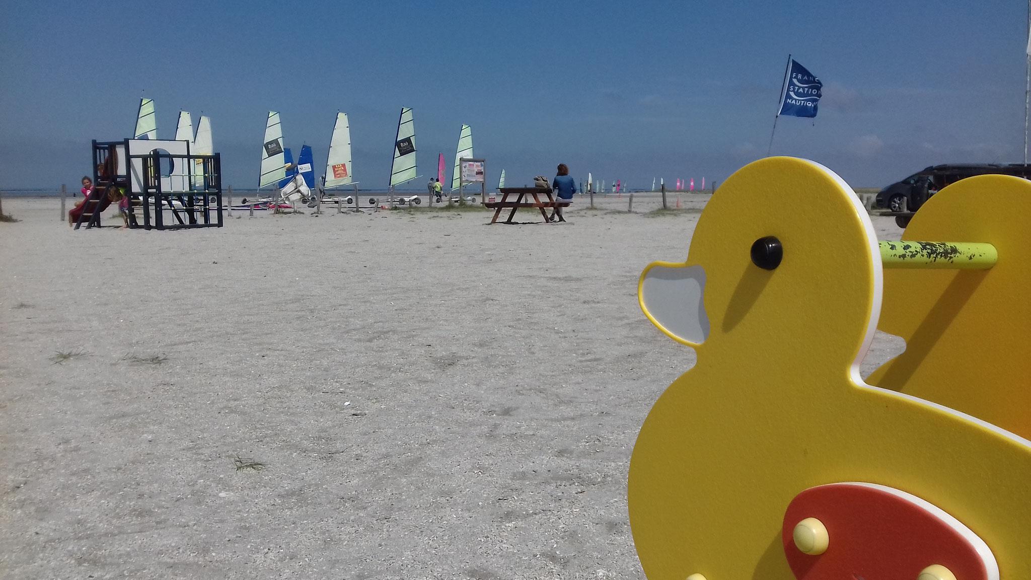 Jeux de plein air sur la plage à Hirel