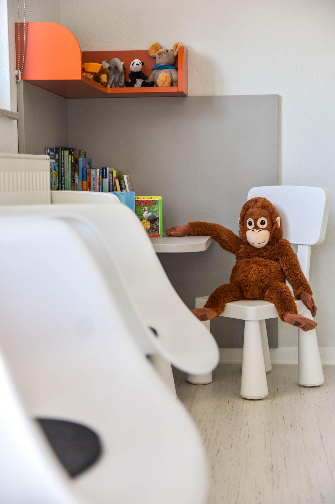 """... und für unsere """"kleinen"""" Patienten steht eine Spielecke zur Verfügung."""