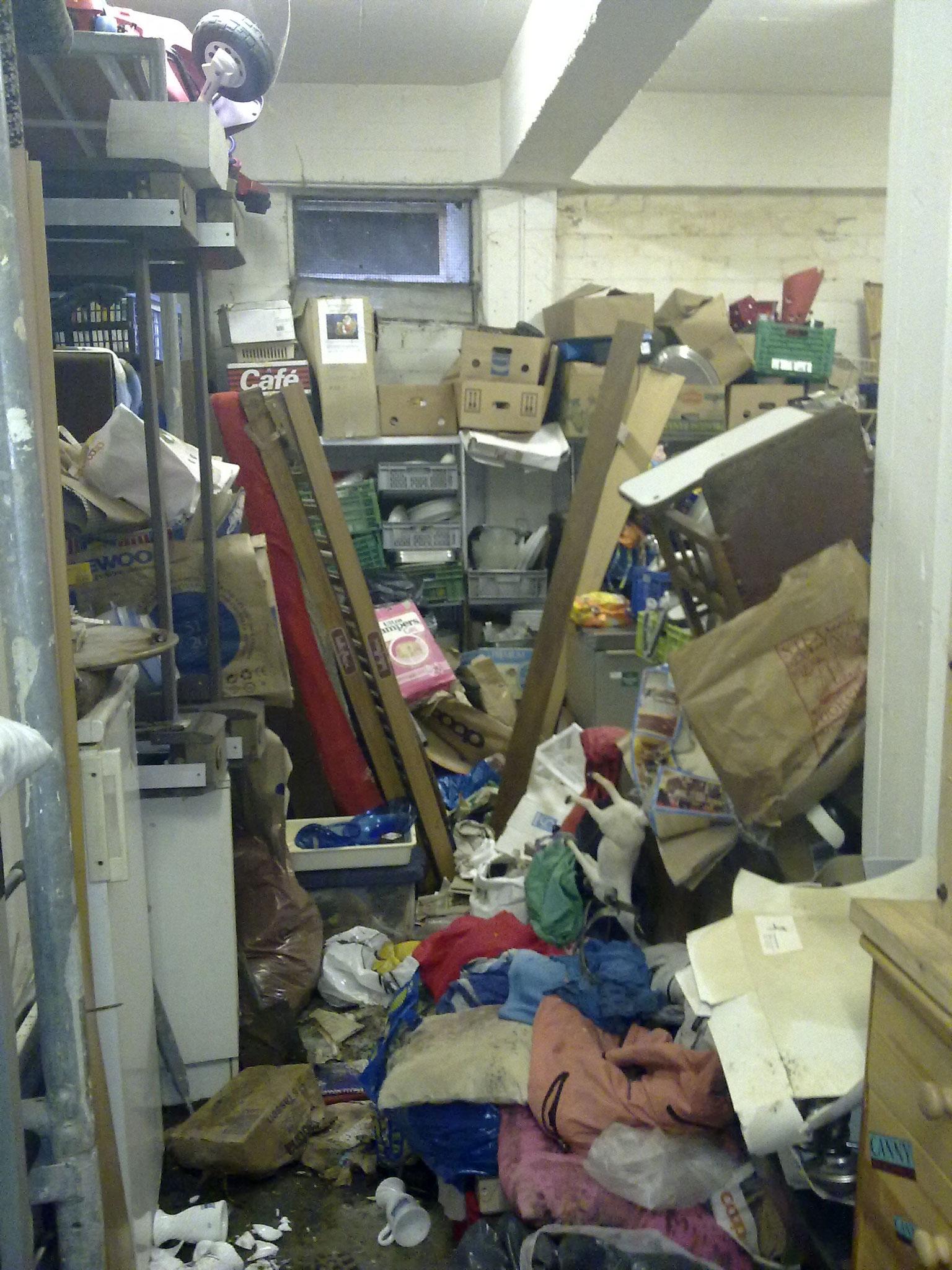 Laut Eigentümer ist der Raum geräumt und bereit zum streichen...