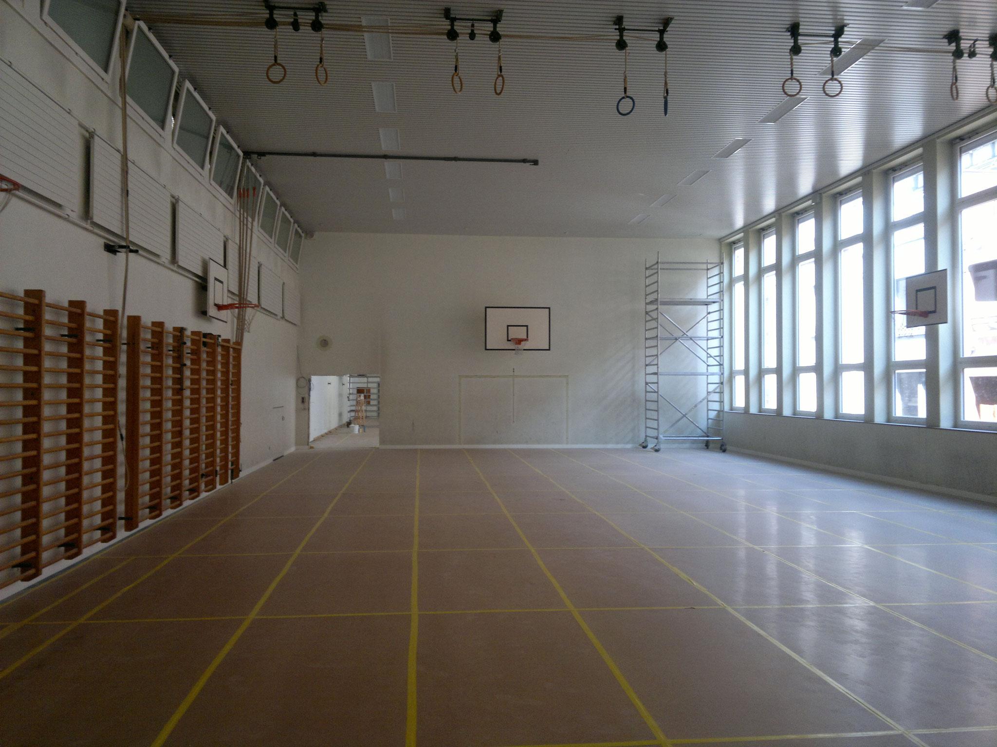 Wände neu gestrichen, Turnhalle in Basel.