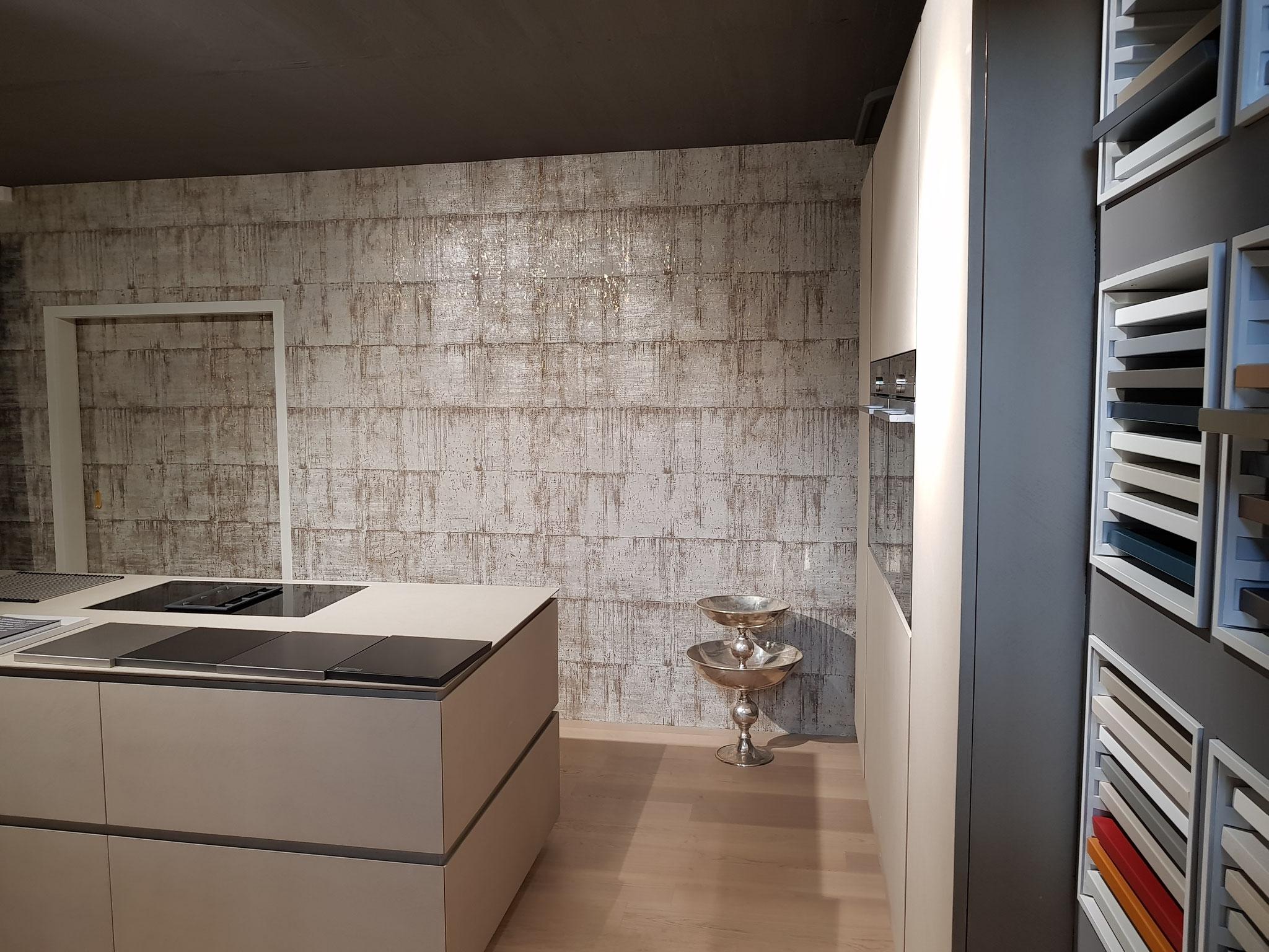 Kork-Goldtapete, Decuspena Küchen in Allschwil.