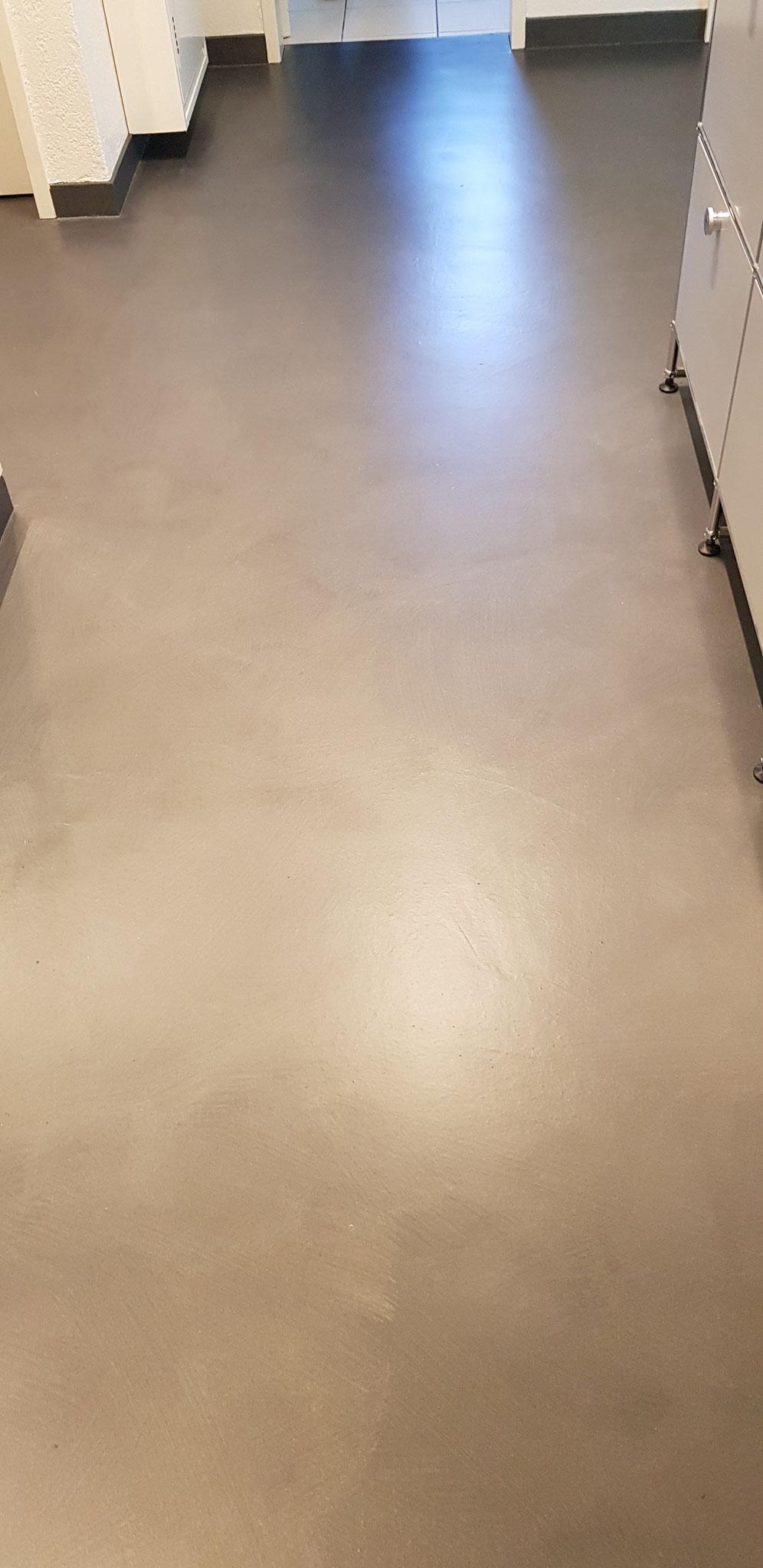 Fertiger Boden mit Glimmereffekt, Zehntenfreistrasse in Bottmingen.