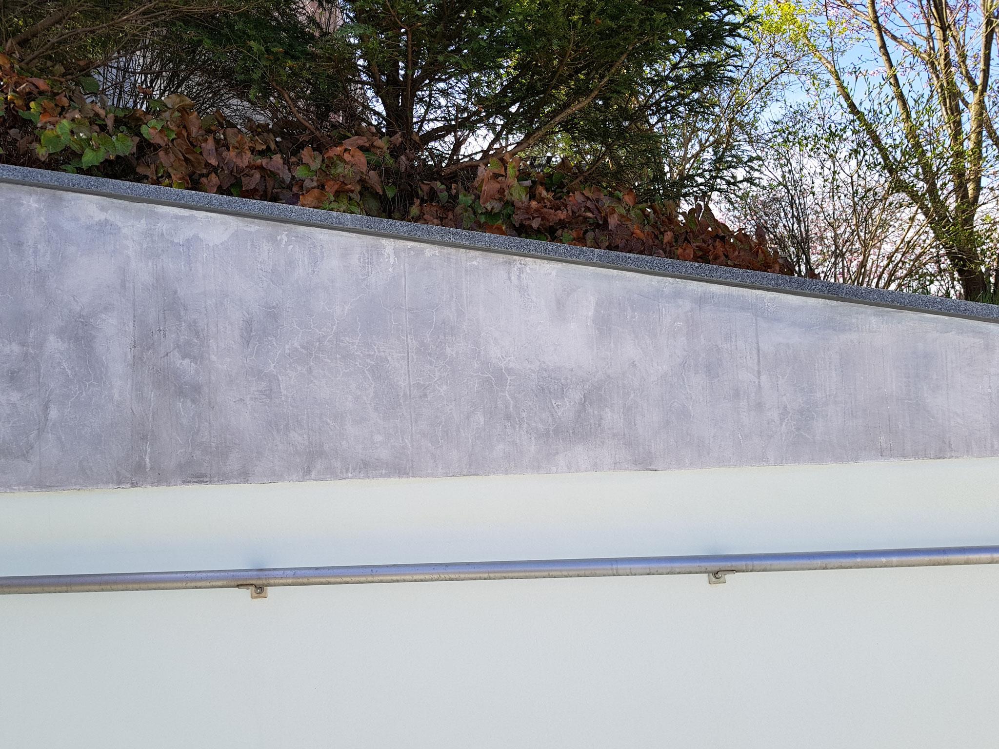 Poolwand nacher: Naturstein-Immitation und Schadensbehebung.