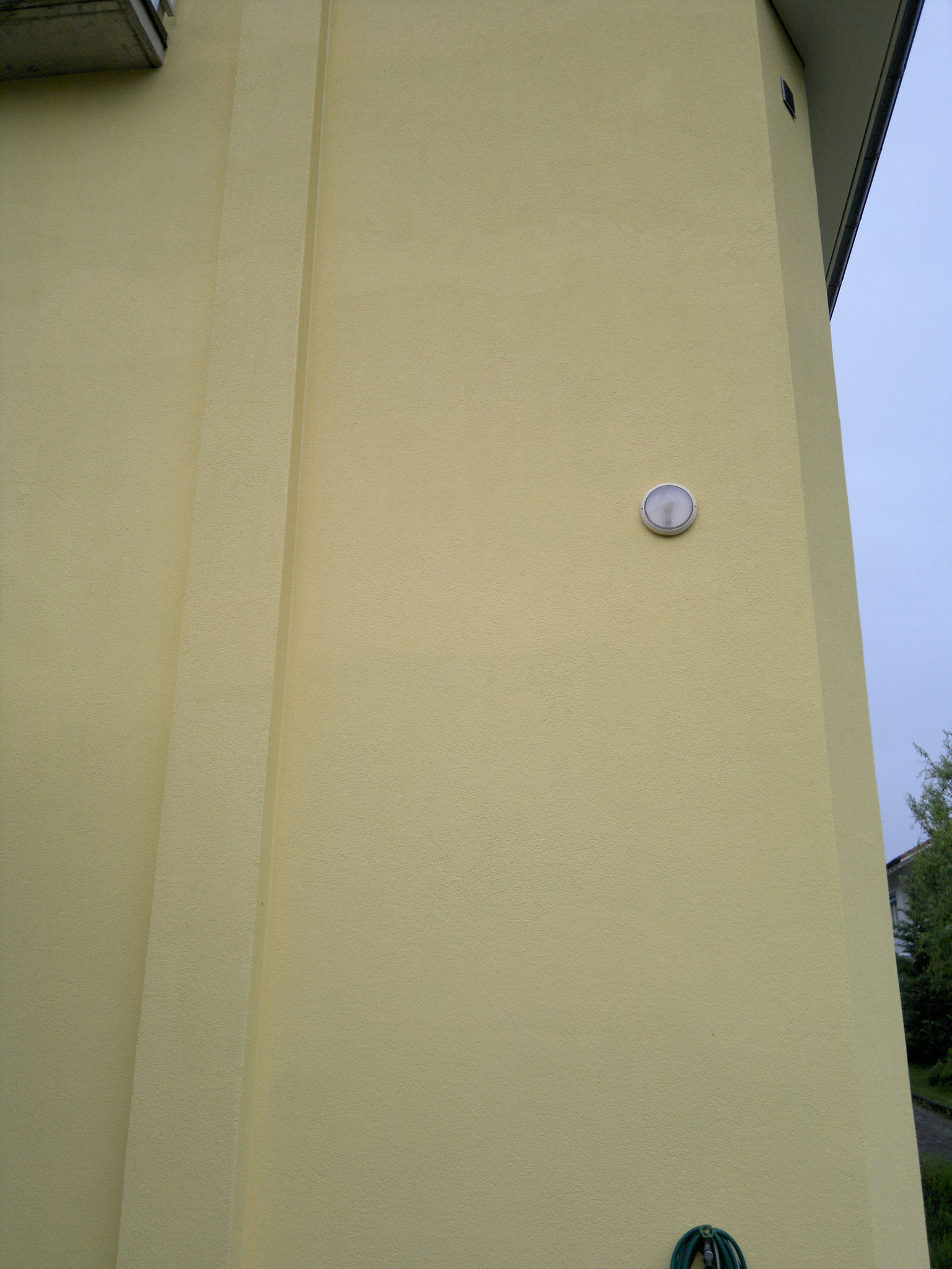 Fassade neu gestrichen, Kirchrain in Ettingen.