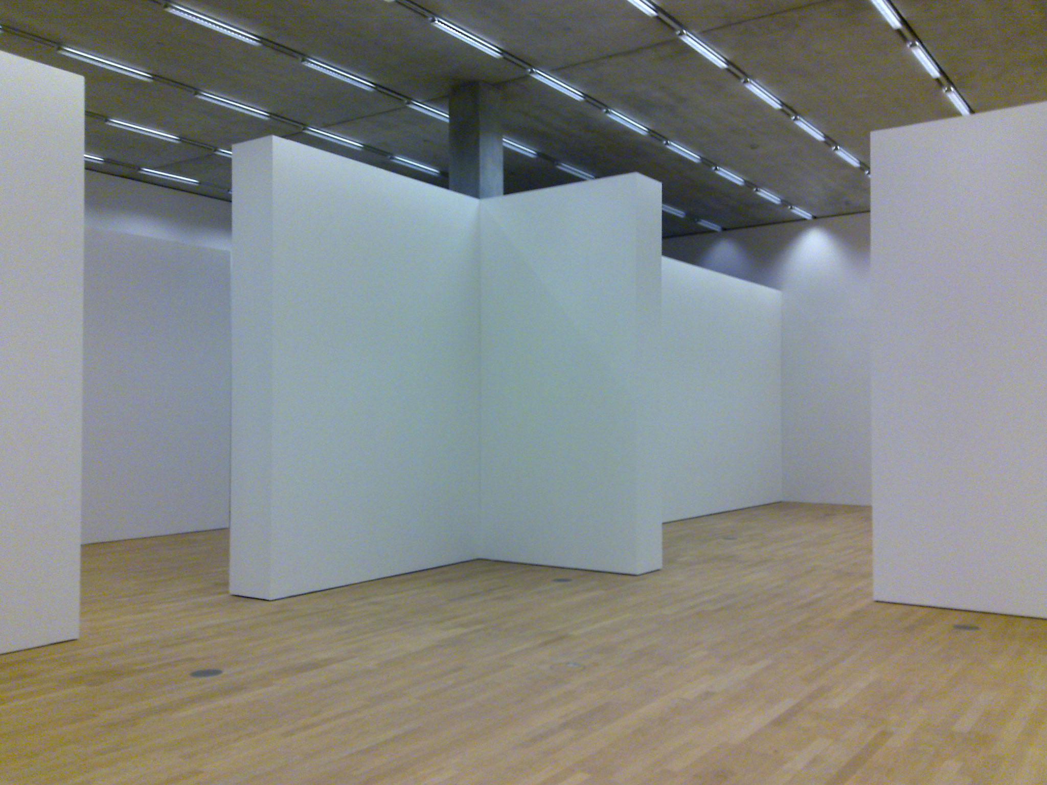 Streichen der Ausstellungsräume, Schaulager Museum in Münchenstein/Basel,