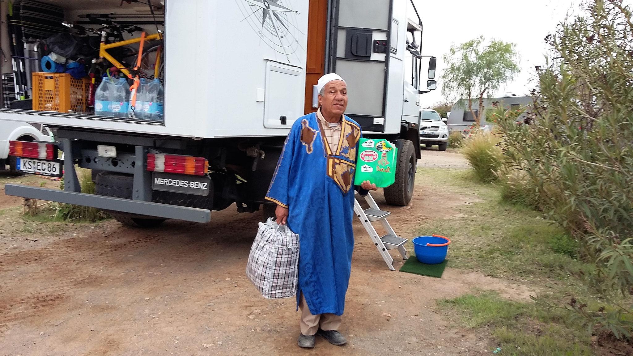 Händler auf dem Campingplatz