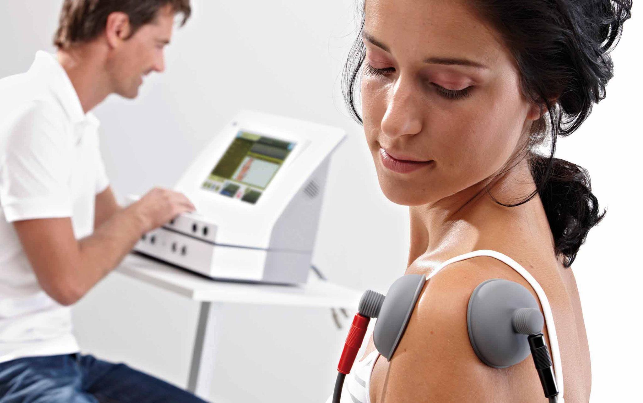 Anwendung des Vakuummoduls - deutlich schnellere Anlage der Elektroden und Anregung der Durchblutung durch zusätzliche Massagewirkung