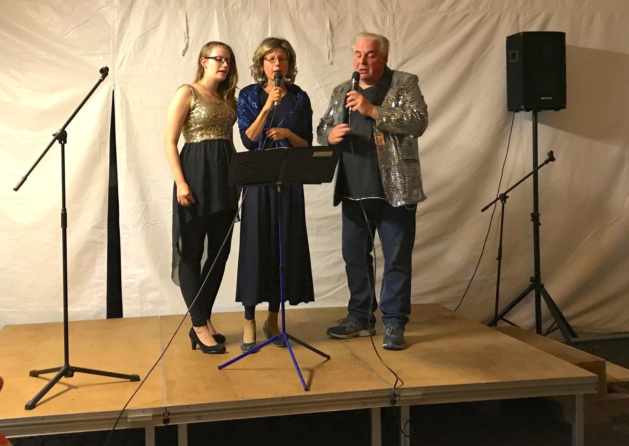 Schlager mit Anna und Isabell Sommer und Thomas Ransbach // Foto: Gömmer