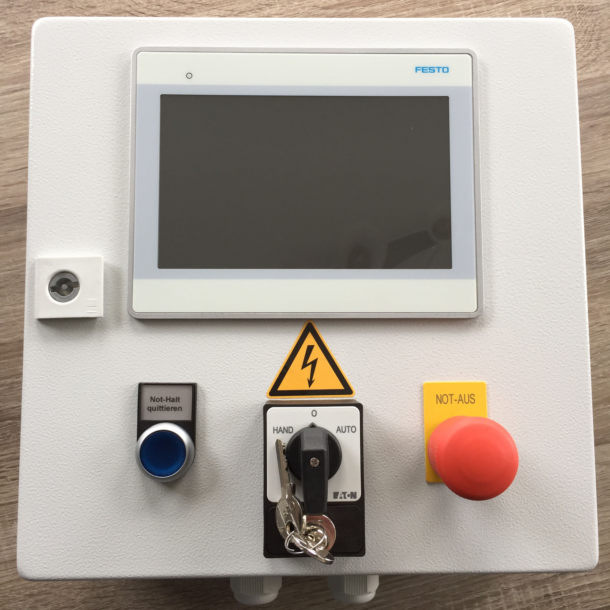 Operating box with Festo CDPX