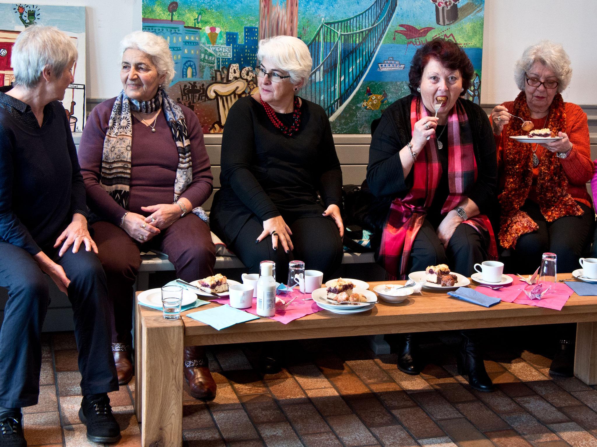 Angeregte Unterhaltung und leckeres Essen ließen sich gut miteinander vereinbaren. Foto: Irmhild Engels