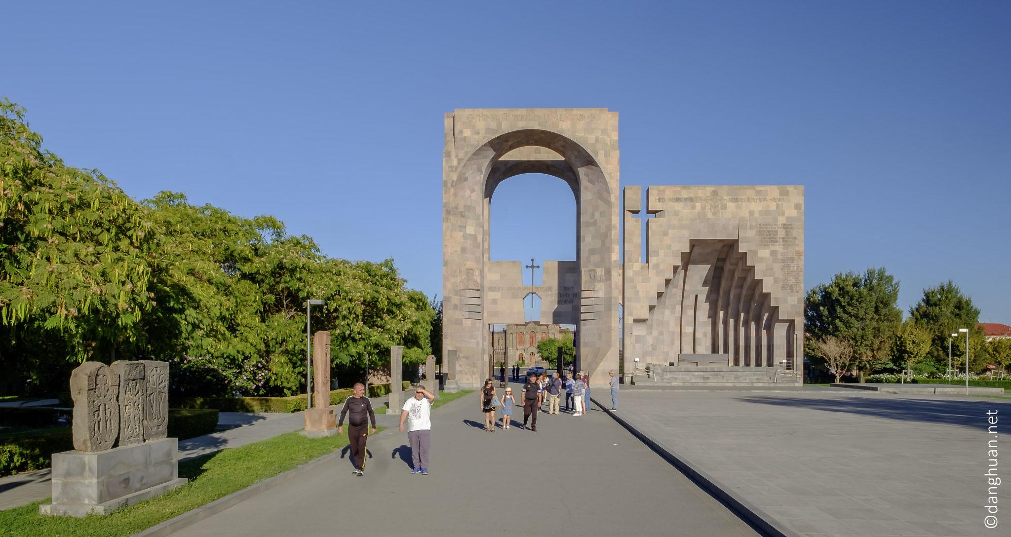 En 301, l'Arménie a adopté le christianisme à titre de religion d'Etat...