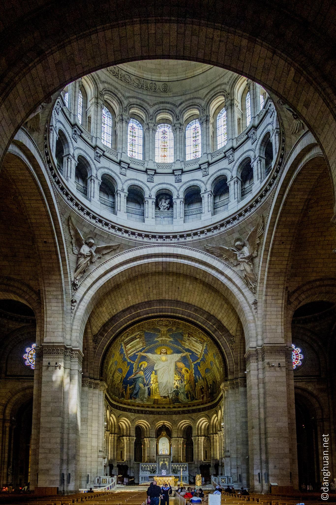 le Sacré Coeur  - située au sommet de la butte Montmartre (Paris 18), de style  basilique romano-byzantine