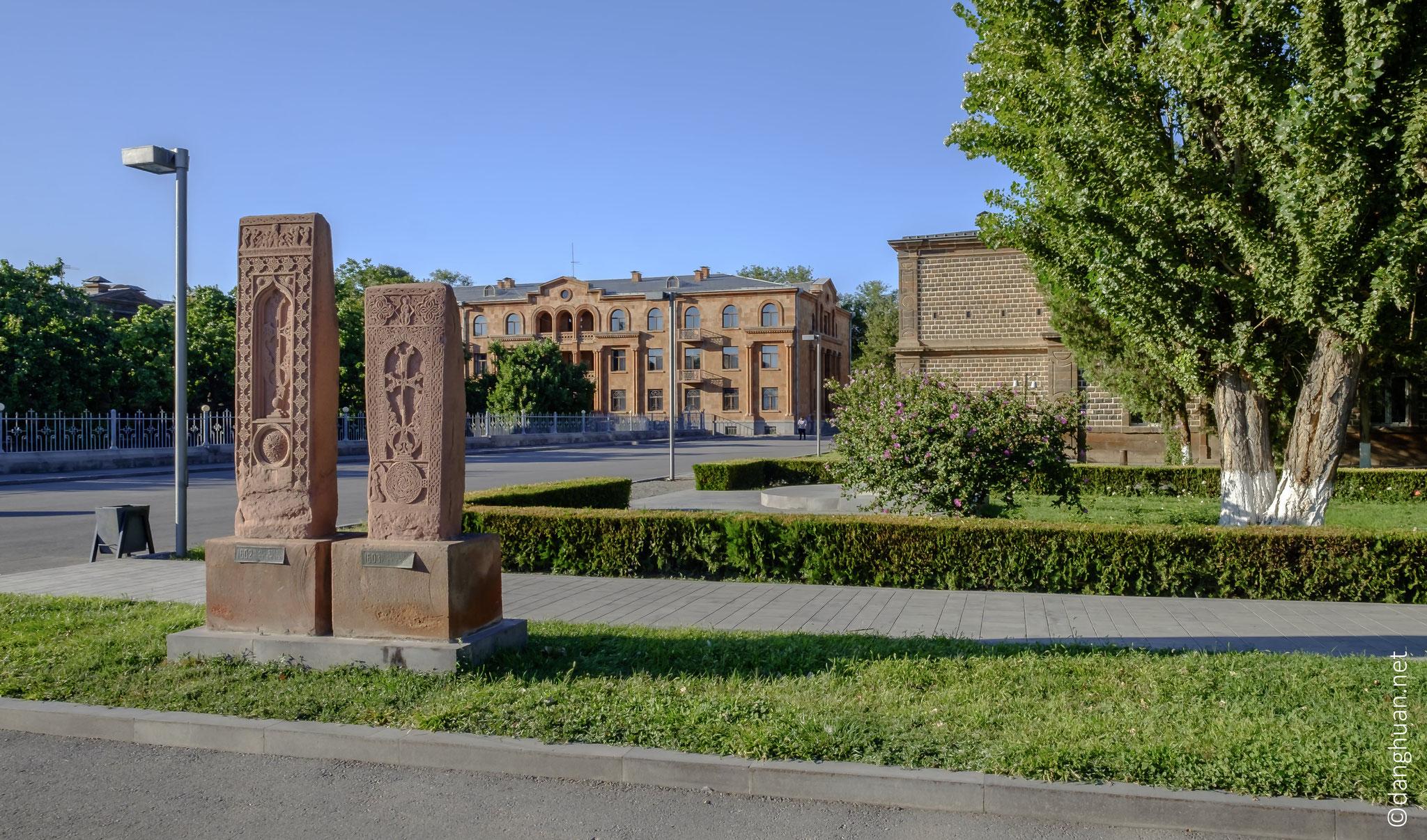 """Traduit de l'arménien, le mot Etchmiadzine signifie """"Ici est descendu le Fils unique"""""""
