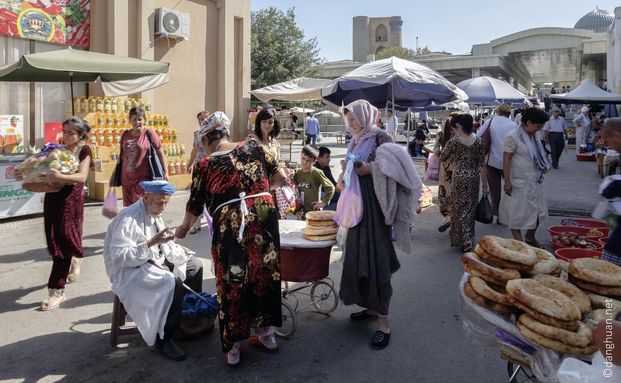 Marché : le pain de Samarcande est réputé dans tout le pays