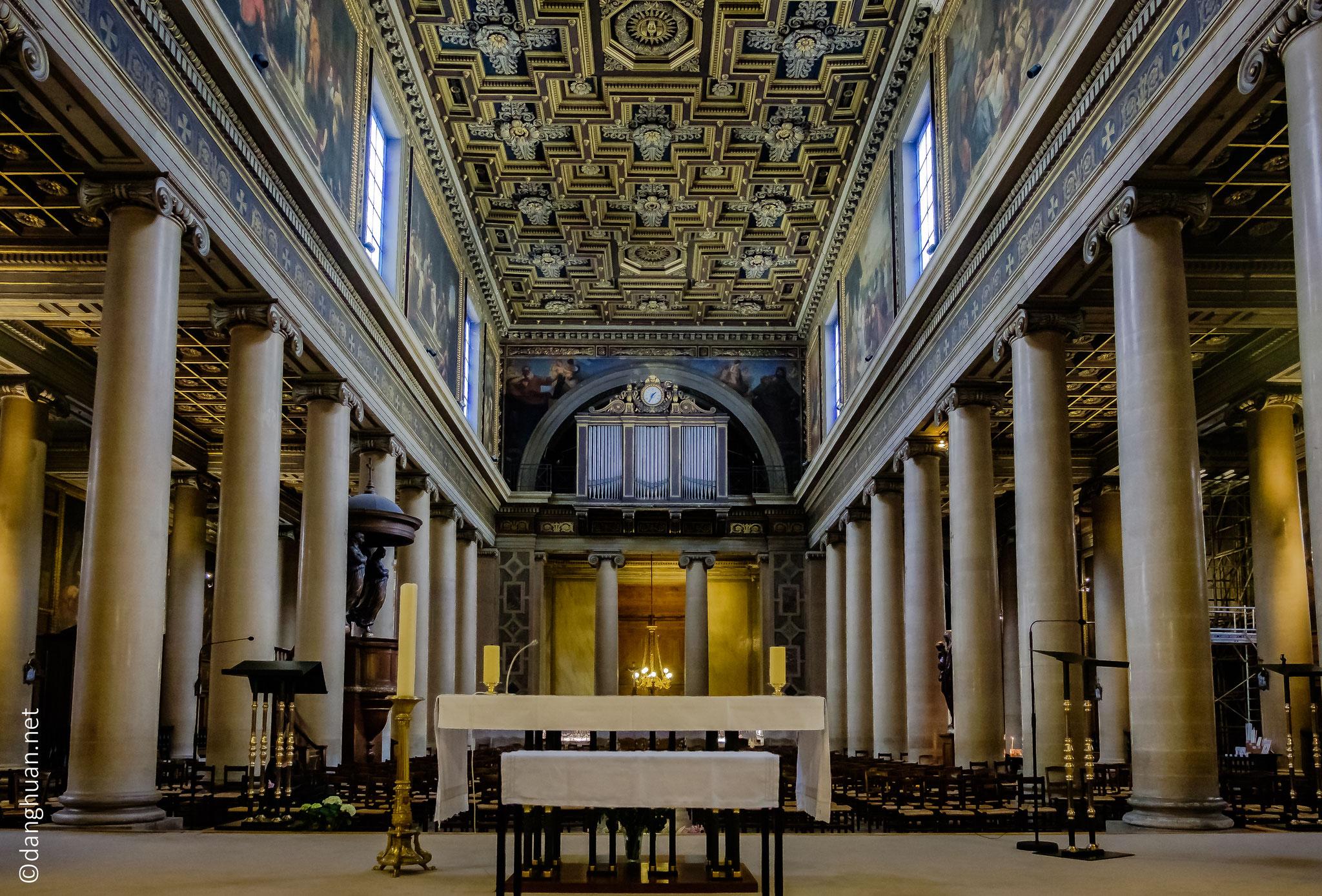 Intérieur de l'église de Notre-Dame-de-Lorette,  chef-d'œuvre de l'architecture néoclassique du 19e siècle Français