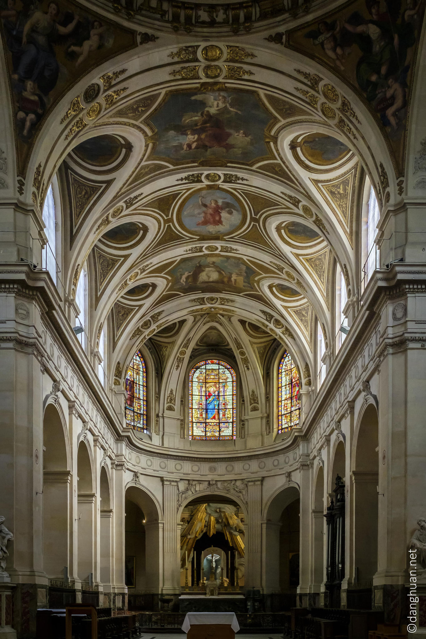 Paroisse St Roch - ...Saint-Roch a conservé une allure imposante et un splendide décor