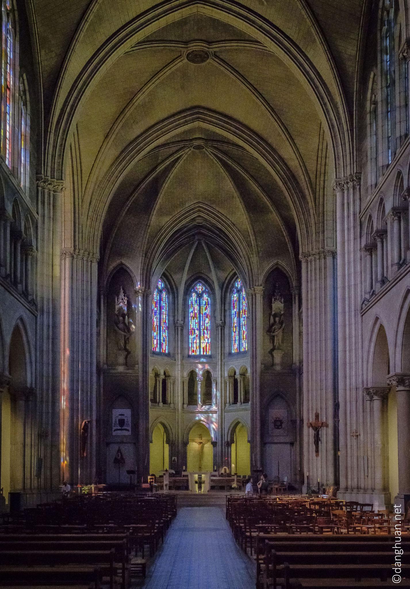 Basilique Notre Dame du Perpétuel Secours - les vitraux de Marcelle Lecamp