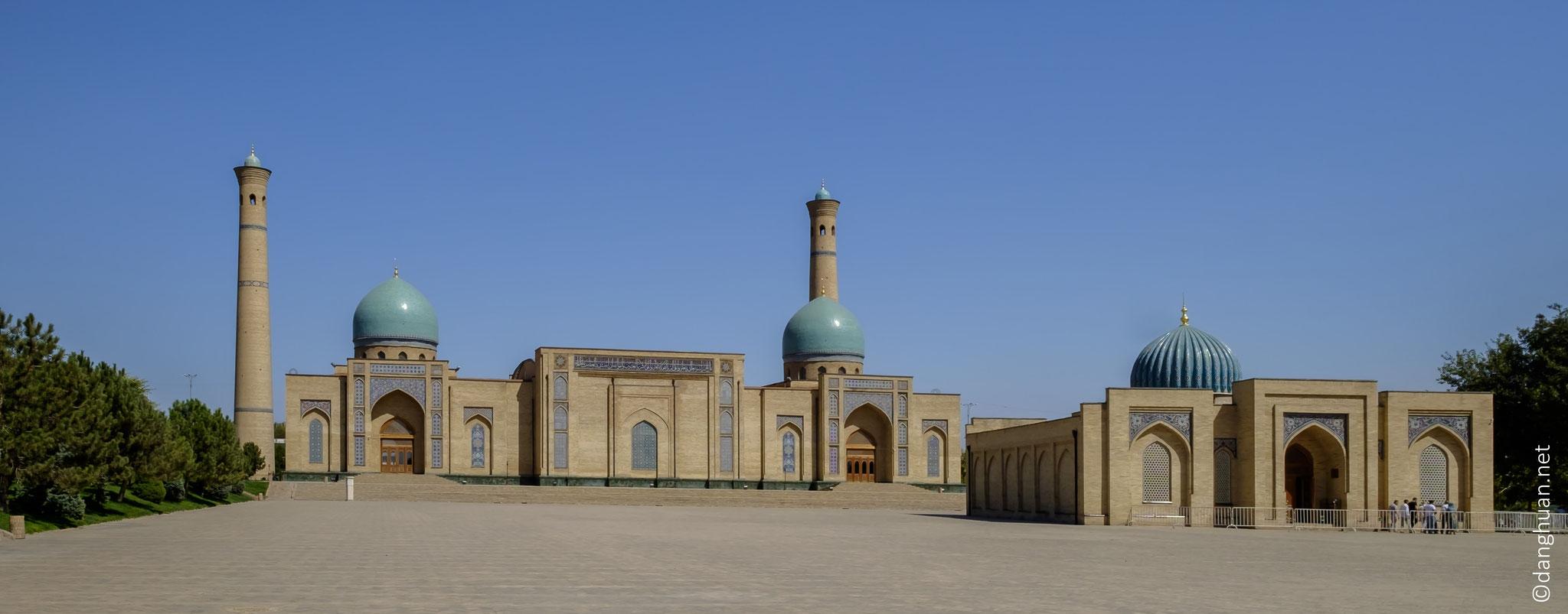 Hazrat Iman ensemble : l'Institut Al-Boukhari (à gauche) et la mosquée Tellia Cheikh (à droite)