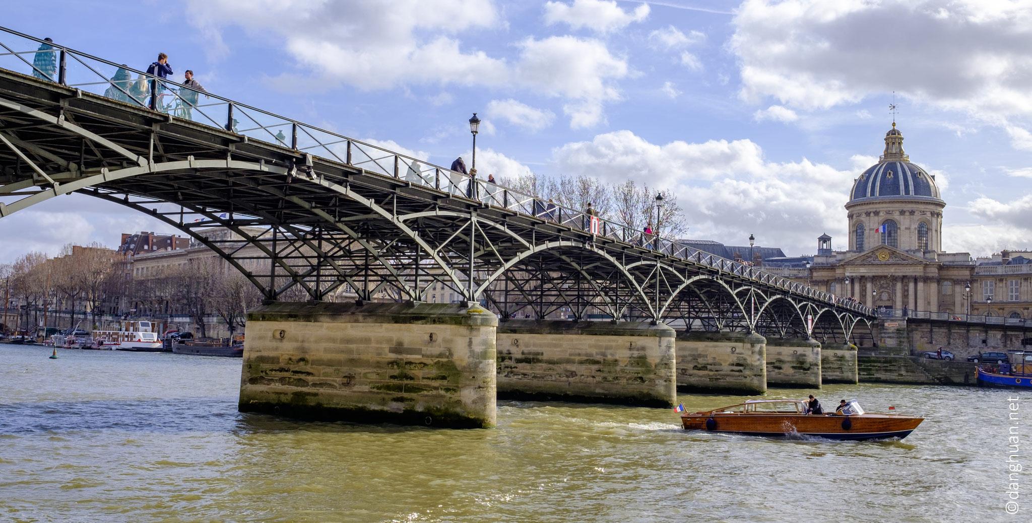 Le Pont des Arts et l'Institut de France