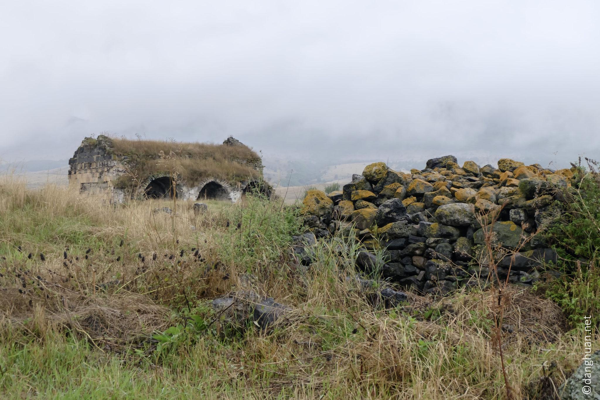 Construite par David Anhoghine aux années 1005-1025...