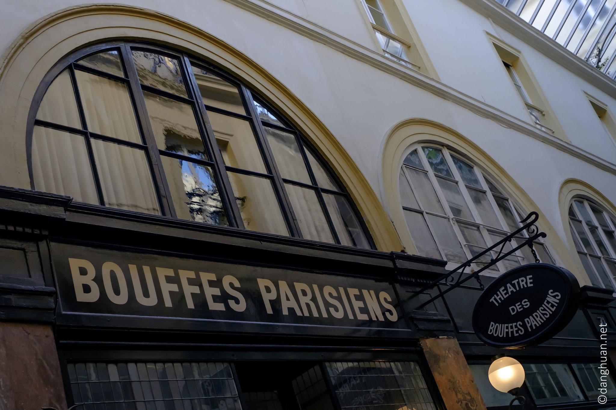 Abritant le théâtre des Bouffes Parisiens, ce passage abrite de nombreux restaurants, de boutiques de prêt-à-porter