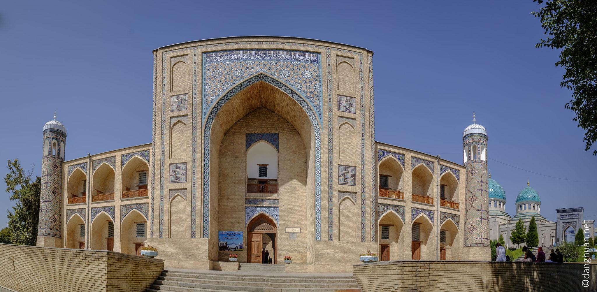 la Médersa Koudeldach (1568-1569) a servi comme école coranique, puis comme simple caravansérail, et comme forteresse et prison au XIXe siècle ...