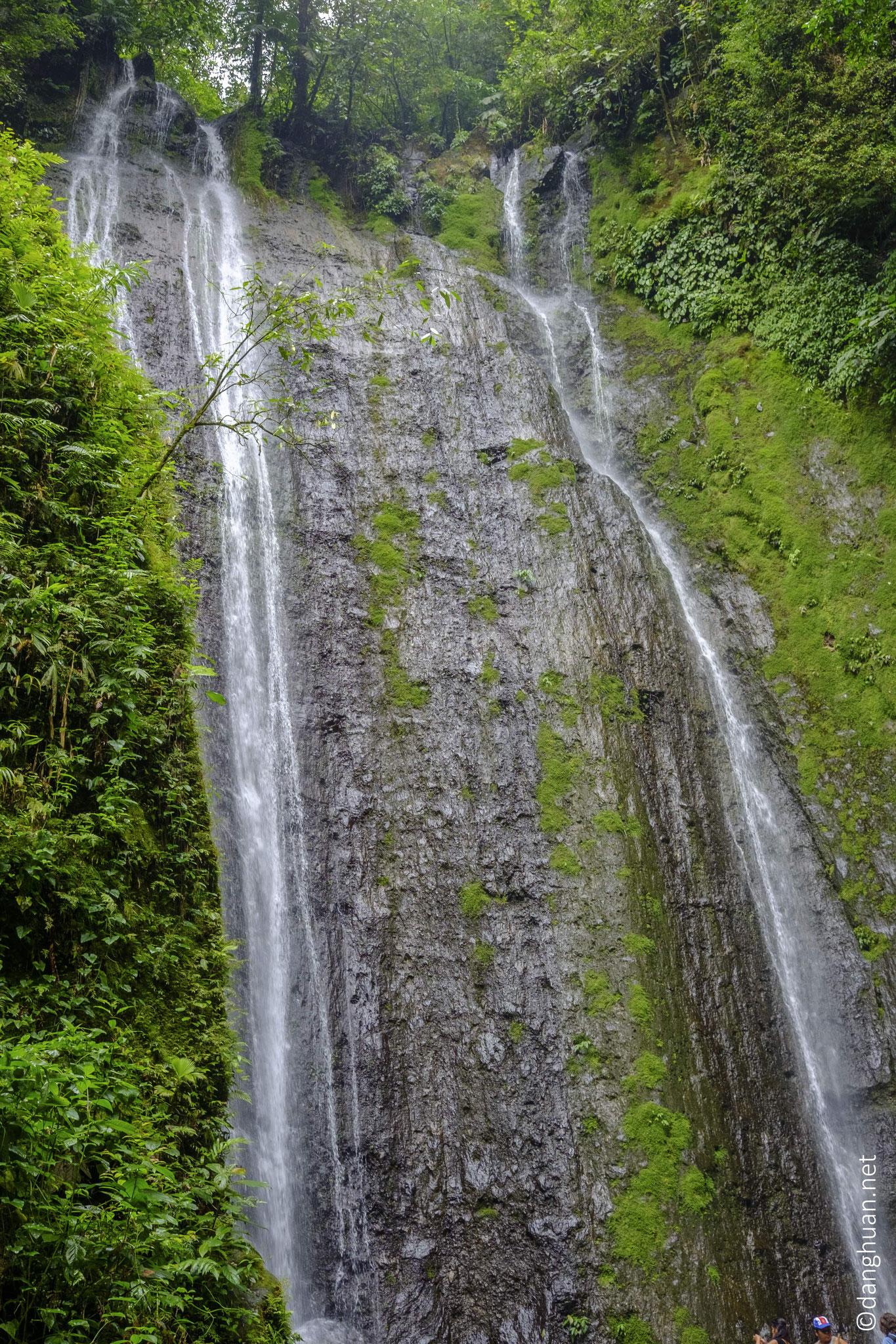 La chute d'eau Horacio dans El Parque de ninos, la plus grande réserve (23 K hectares)  de Costa Rica