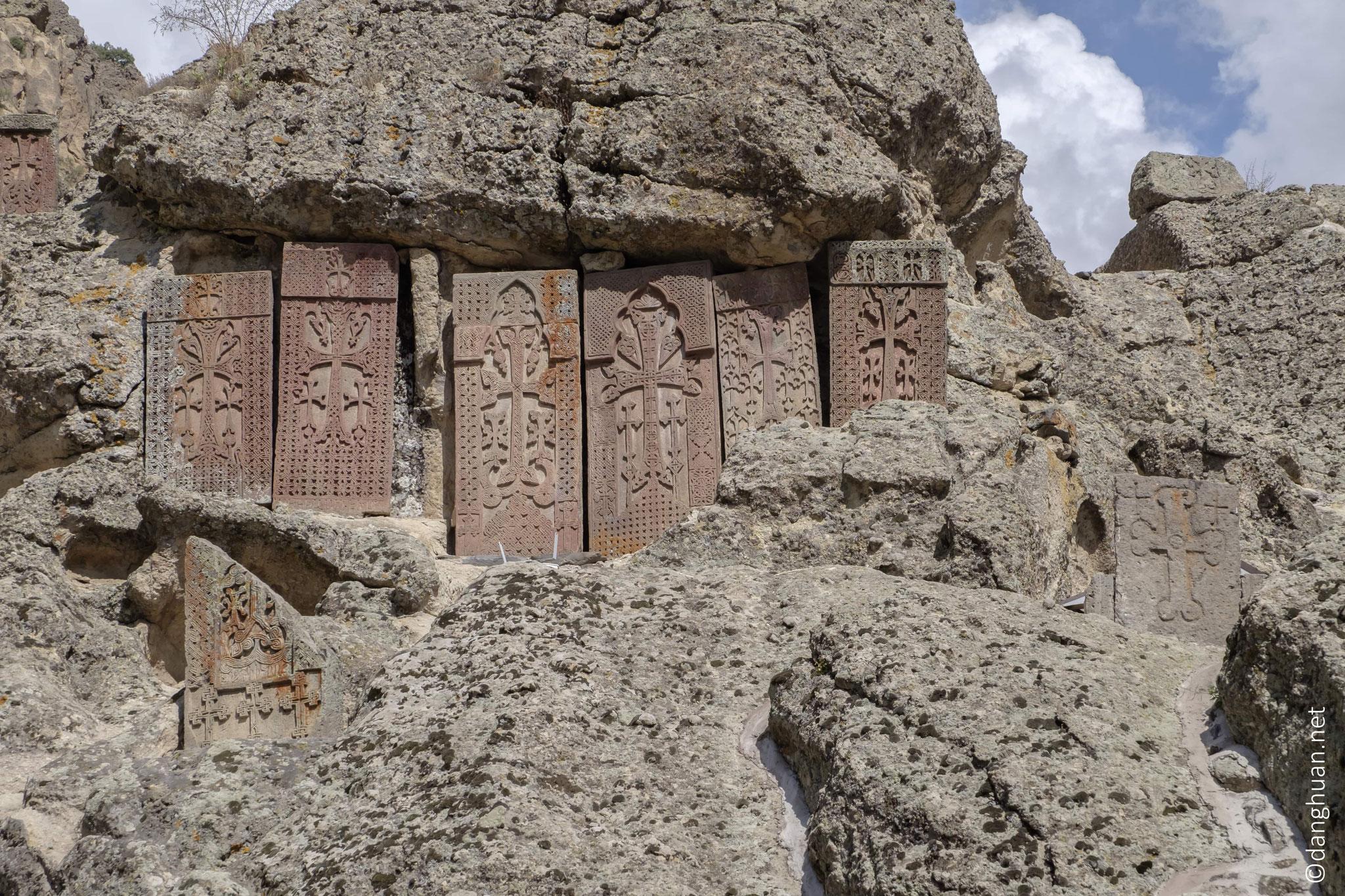 ... puis fut reconstruit et rénové durant des siècles, servant de résidence d'été aux Catholicos (chef de l'Eglise Apostolique arménienne)