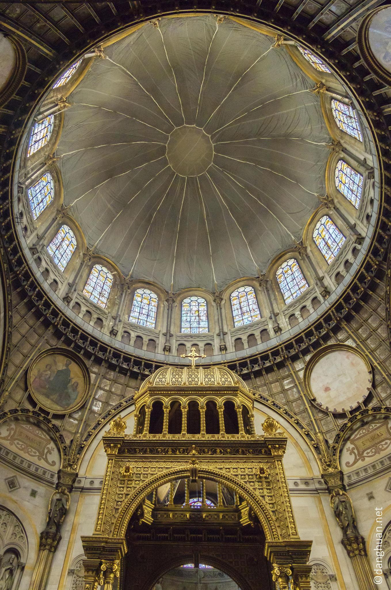 Eglise St Augustin - premier édifice religieux d'une telle ampleur à utiliser le fer et la fonte, 100m de longueur et 80m de hauteur