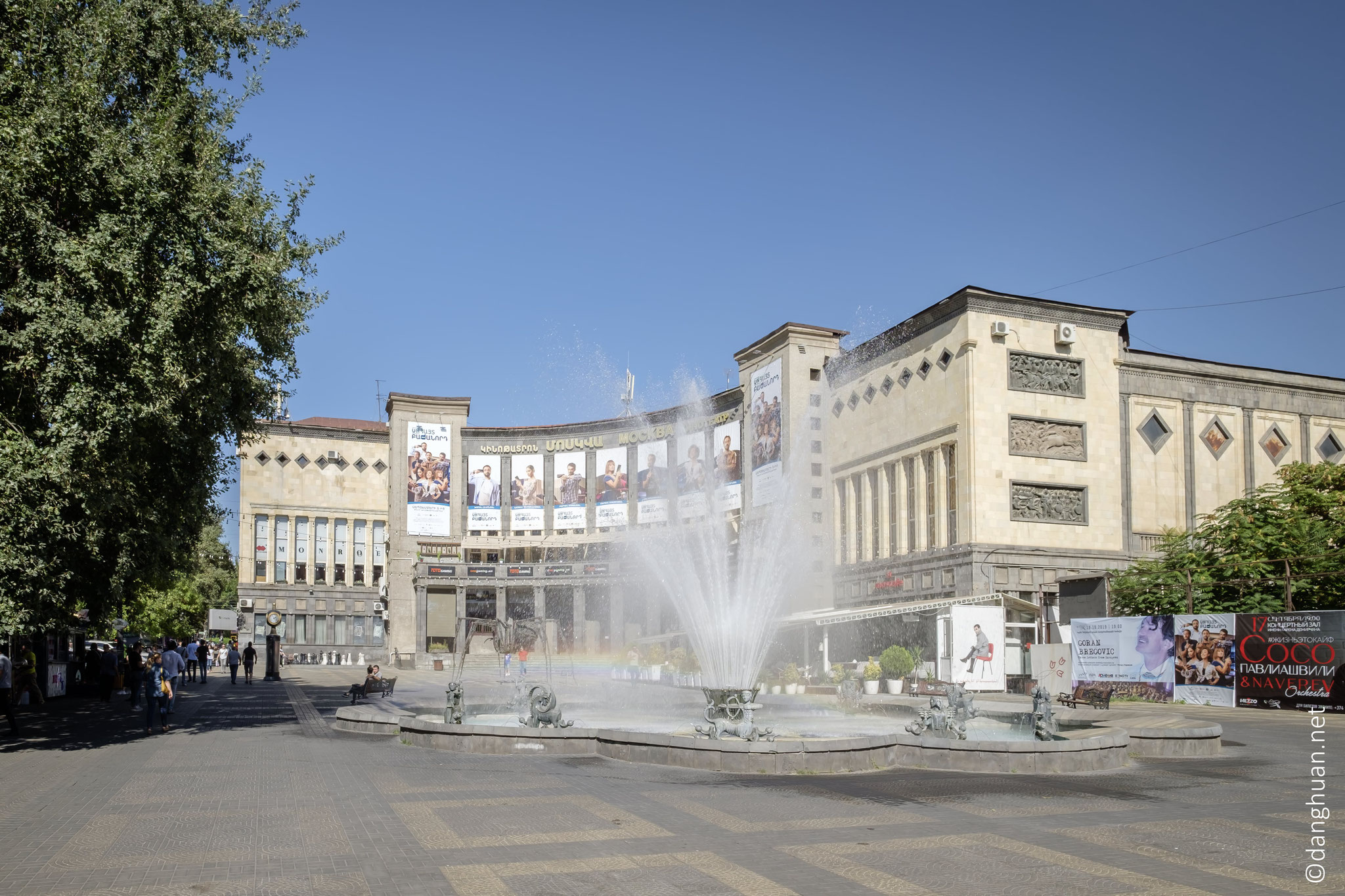 Place Charles Arznavour