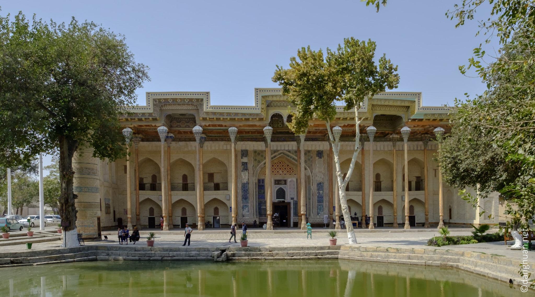 Mosquée Bolo-Khaouz, construite d'après la structure classique d'une mosquée centre asiatique...