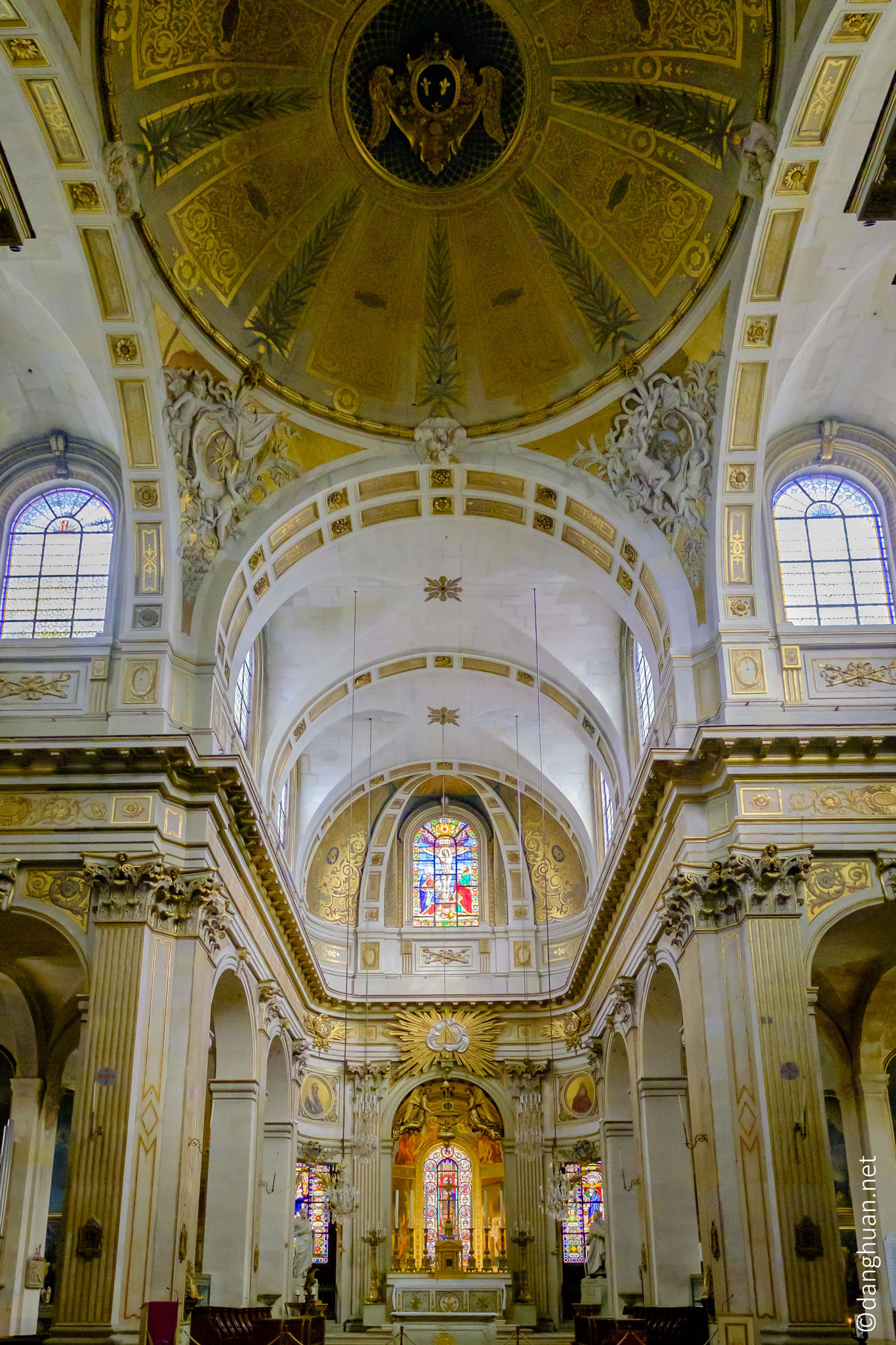 Eglise St Louis en l'île :  construite en plusieurs étapes de 1624 à 1726, longue de 60 m et large de 30 m