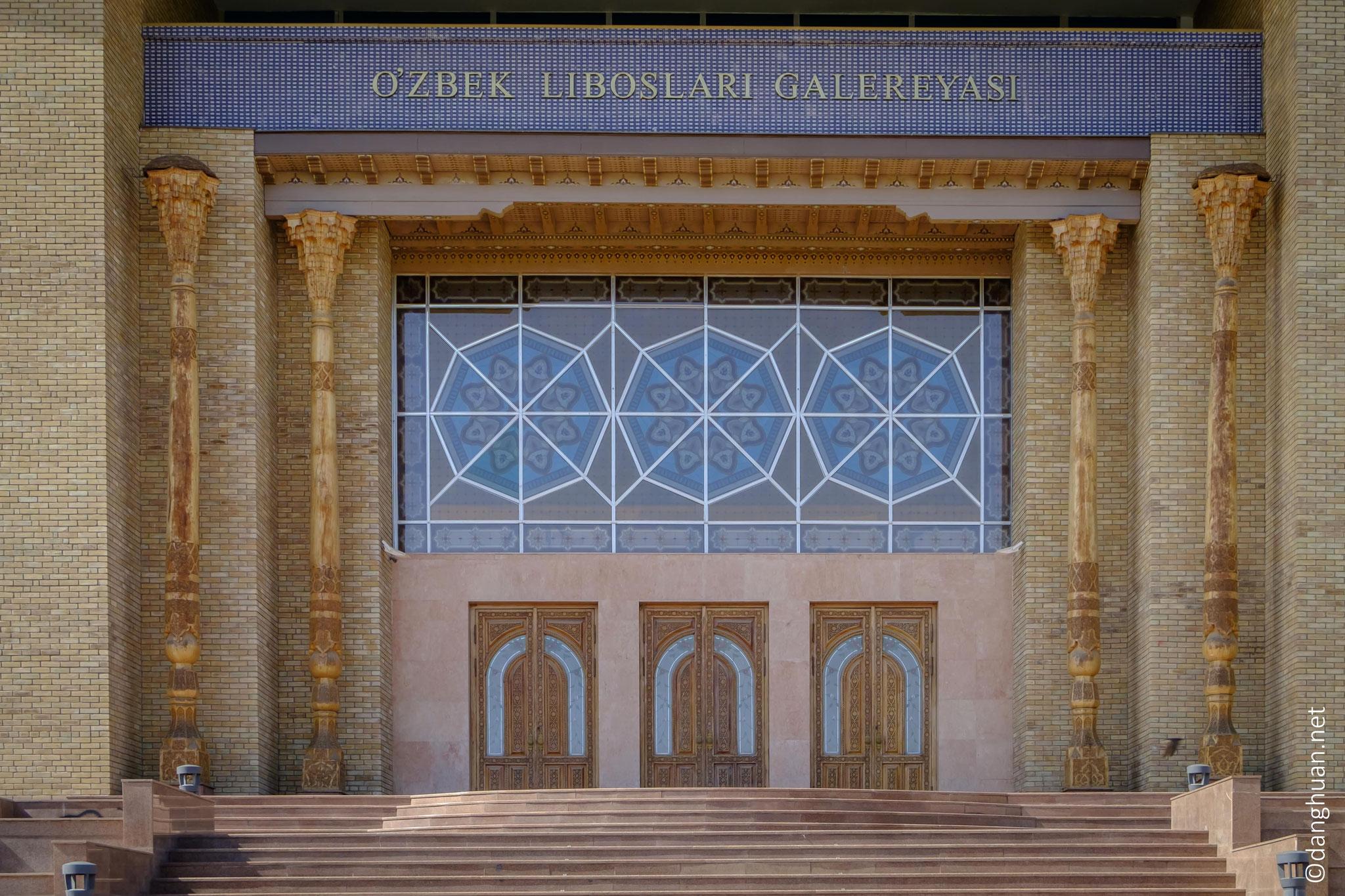 Galerie des costumes (littéralement 'robes') Ouzbeks