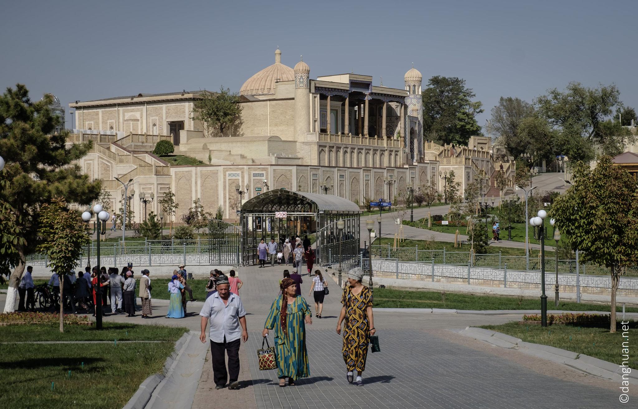 Complexe mémorial du premier président ouzbek I.A Karimov avec la mosquée du Voyageur