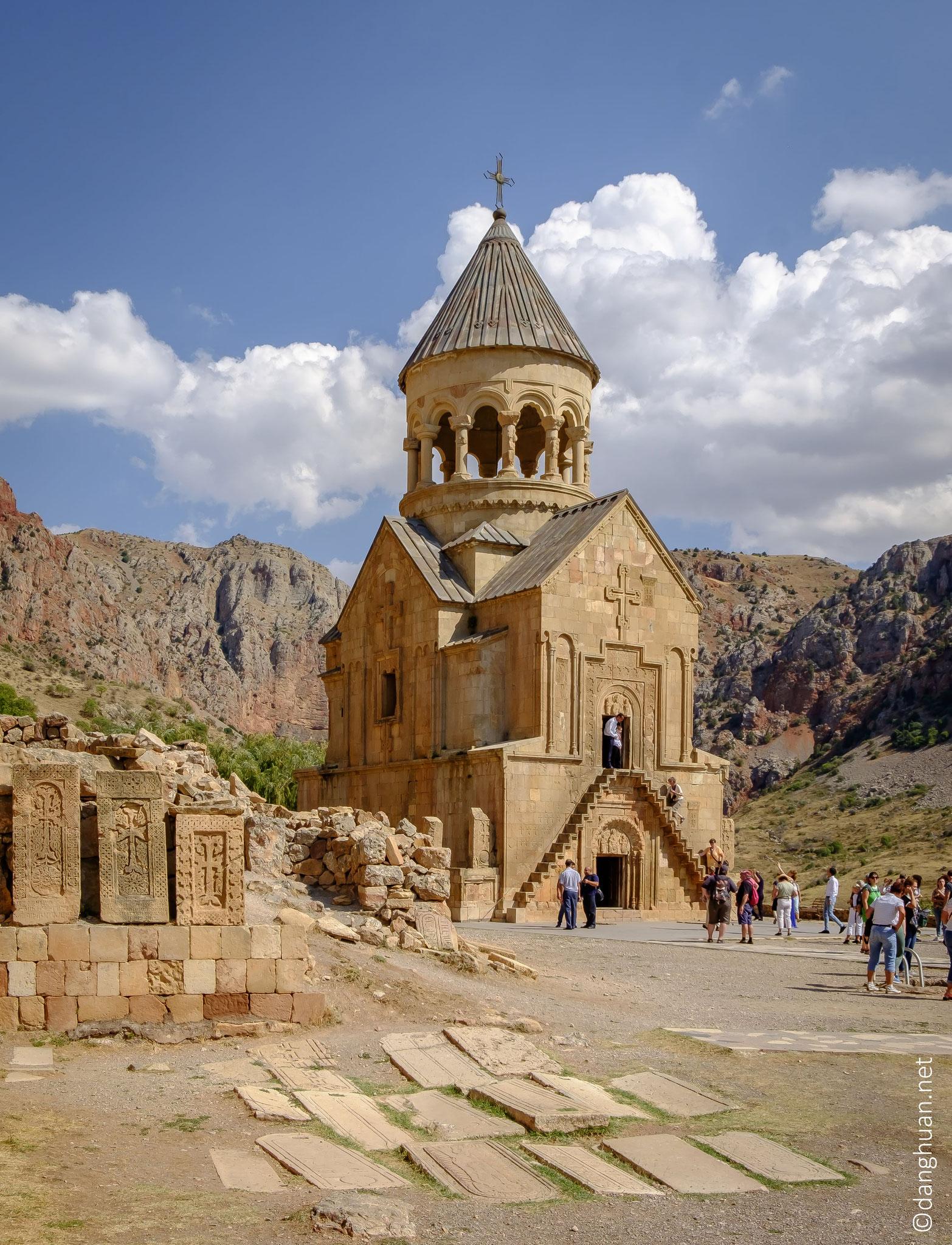 ...  le complexe est refondé au XIIe siècle mais date essentiellement des XIIIe et XIVe siècles