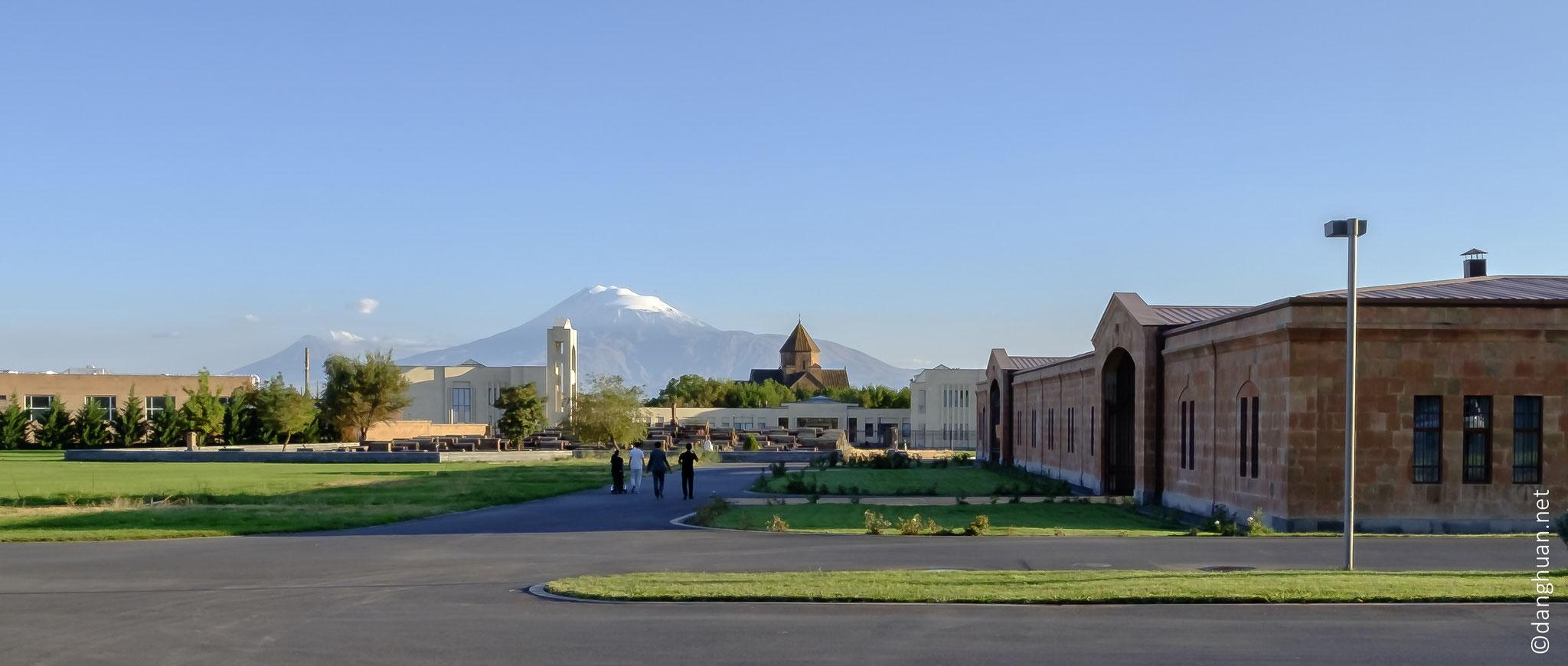 vue sur les monts Ararats depuis le complexe de la cathédrale