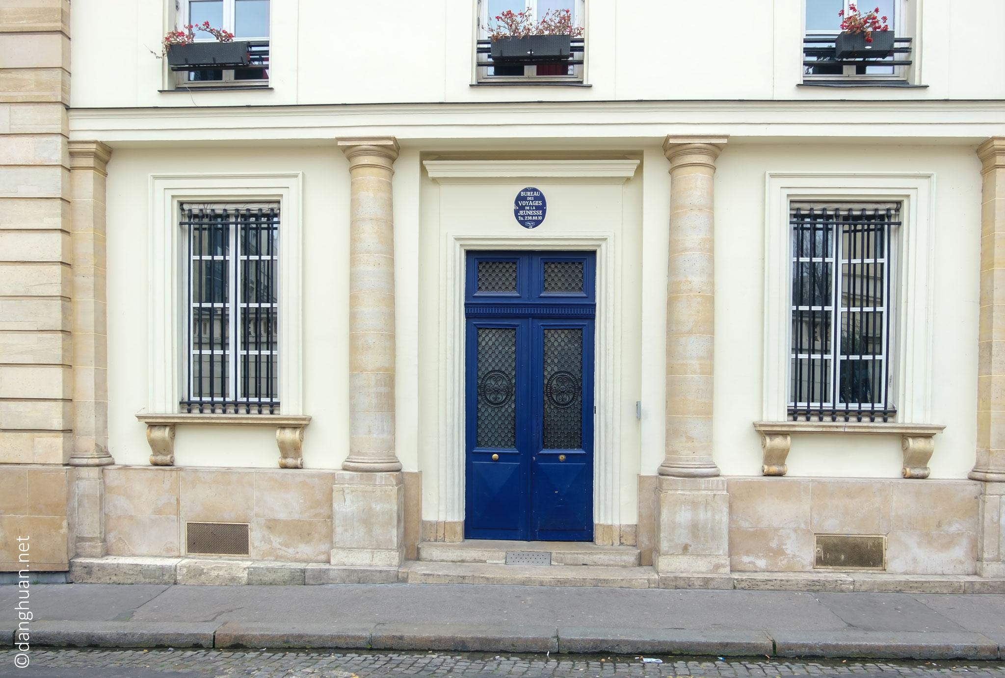 N°1 rue de la tour des dames : l'hôtel de Mlle Mars, une autre comédienne très célèbre de la Restauration. L'hôtel de Melle Mars était un des plus beaux et un des plus courus de la Nouvelle-Athènes.