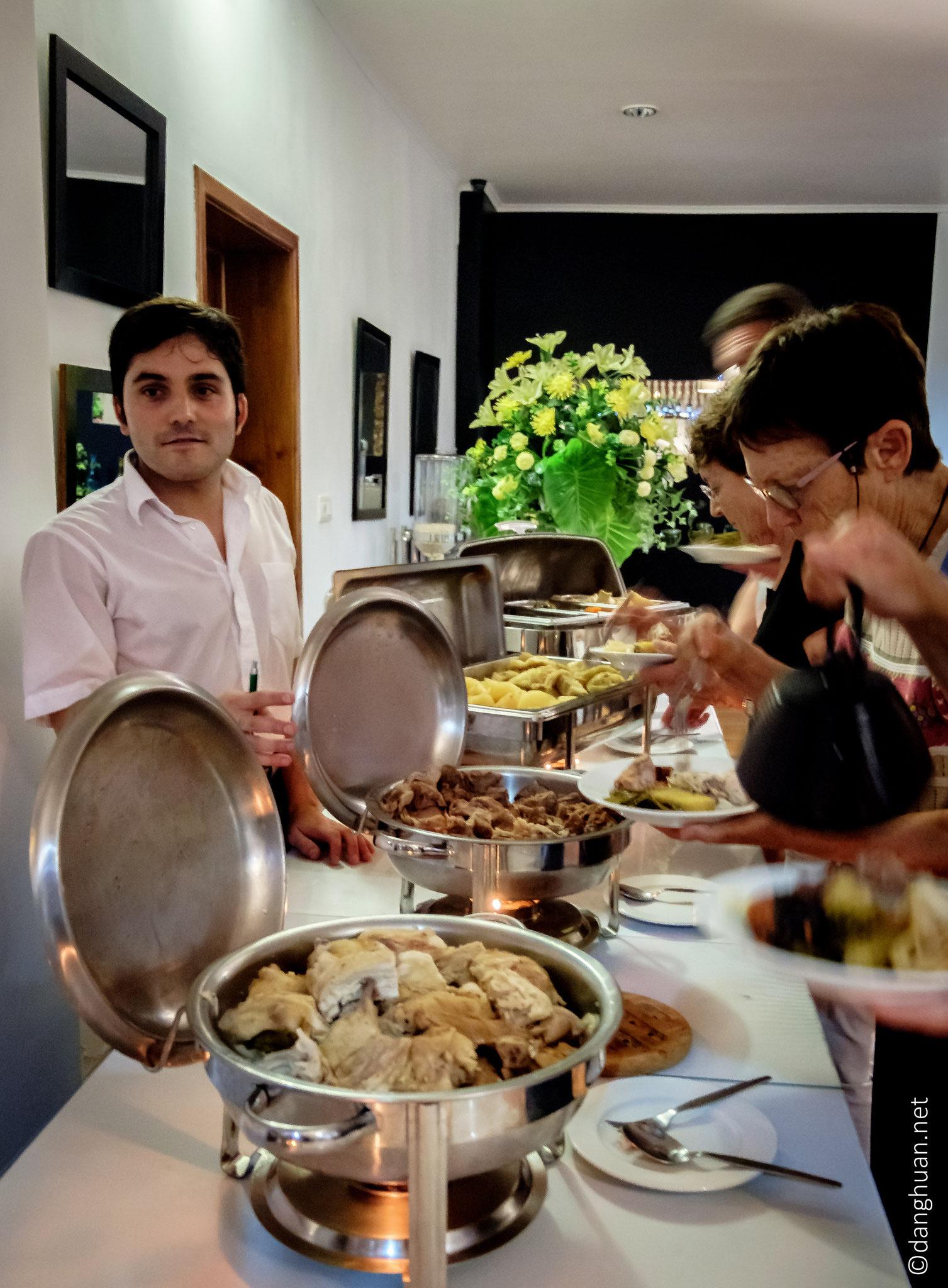"""Dégustation du """"Cozido de Furnas"""" cuit dans les solfatares"""
