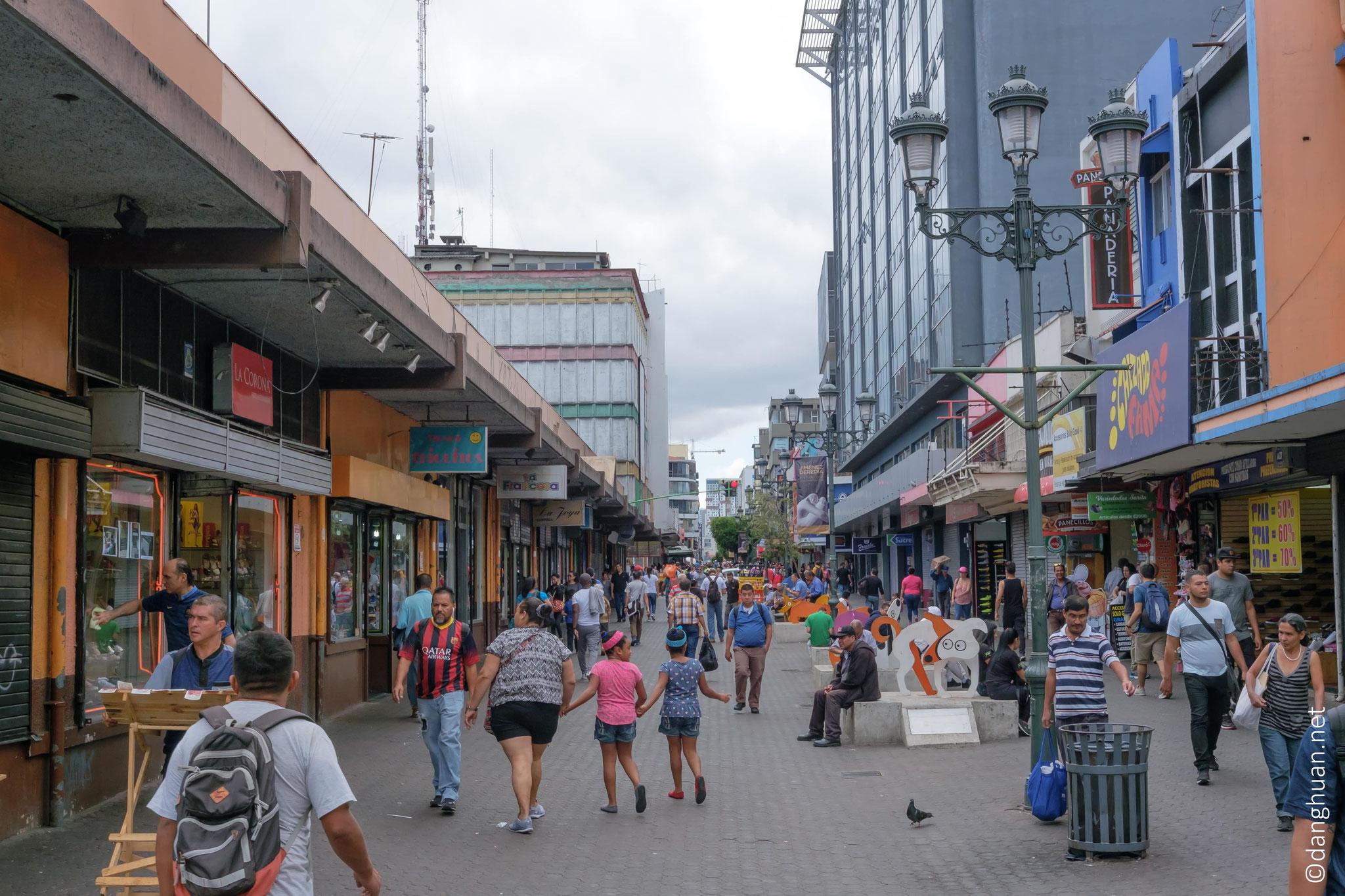 L'avenue centrale, l'artère commercial principal de San José réservé aux piétons
