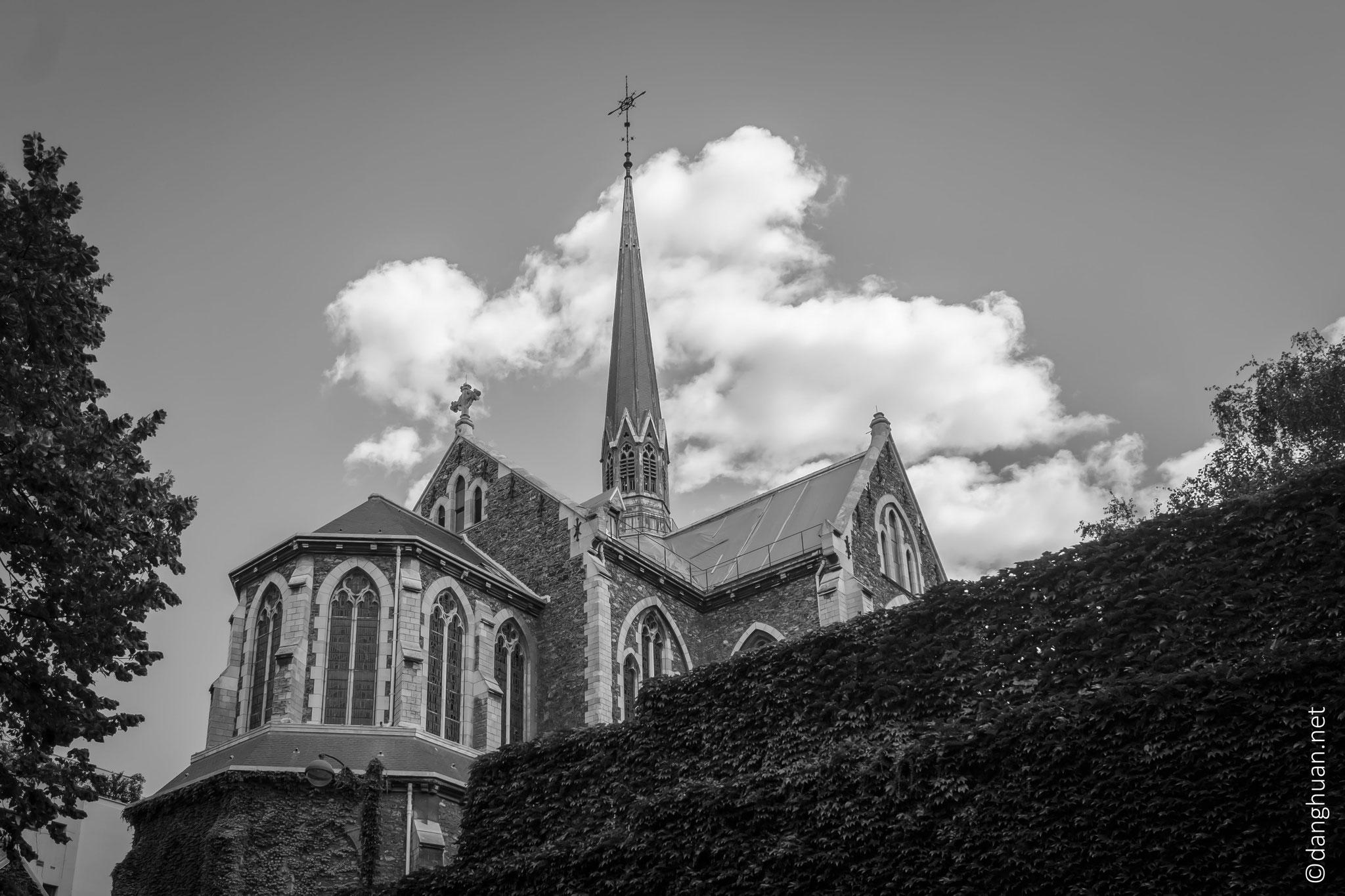 Basilique Notre Dame du Perpétuel Secours - masquée par les immeubles du Bld Ménilmontant et la rue Villermé