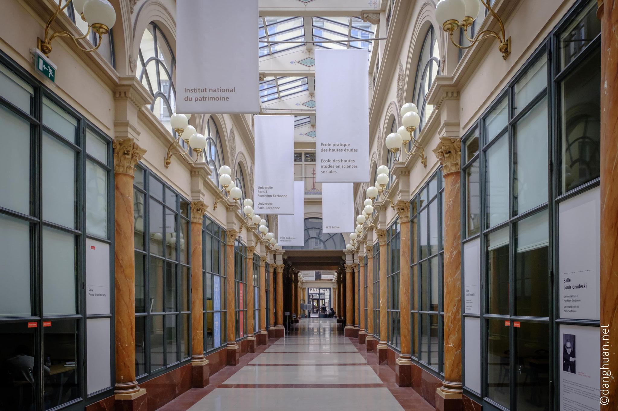 la Galerie Colbert n'héberge aucune boutique. Elle abrite l'Institut Nationale d'Histoire de l'Art (INHA), l'Institut National du Patrimoine (INP)