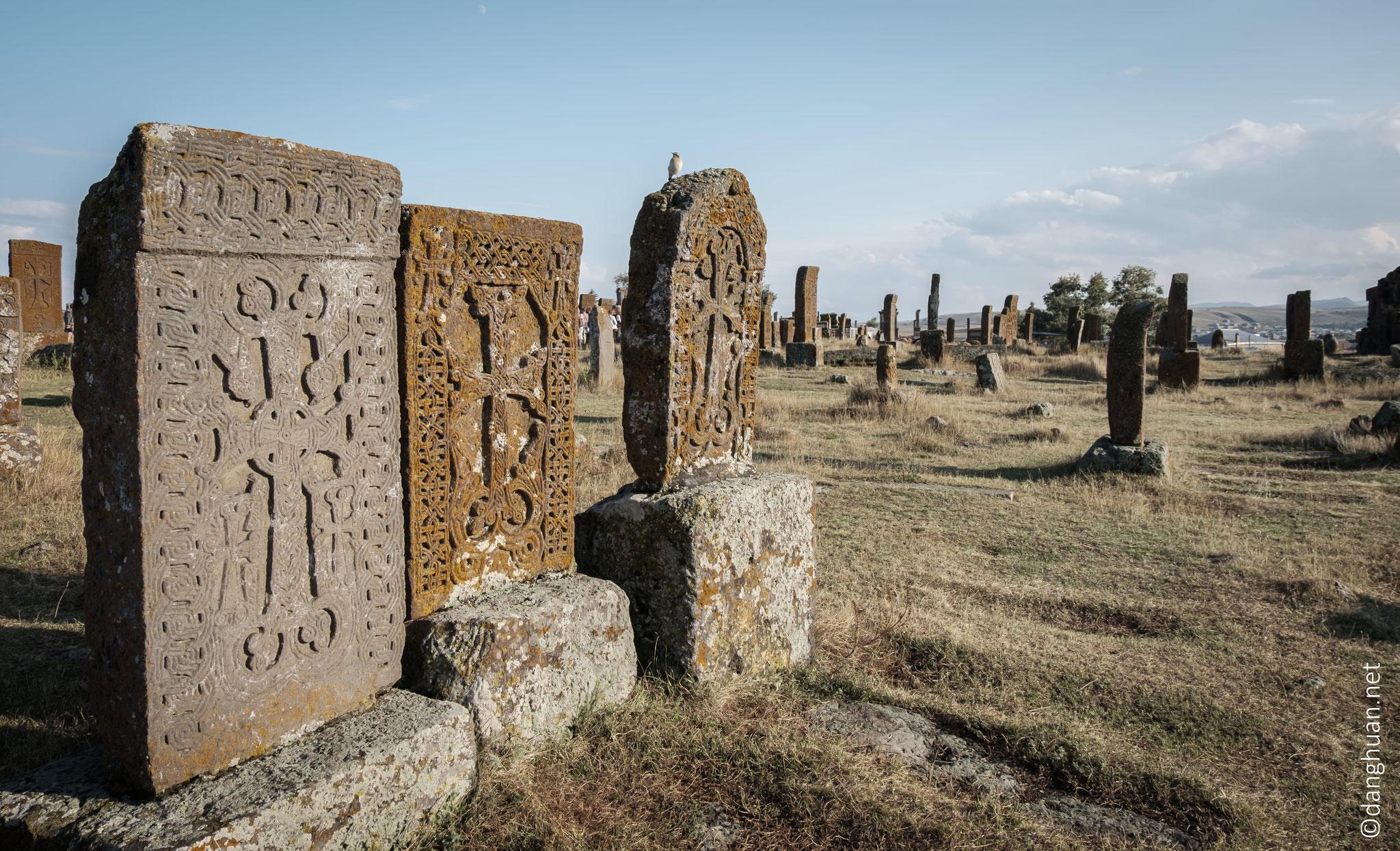 Les khatchkars (pierres à croix) sont sans doute l'une des meilleures manifestations de la singuralité de la culture et de la théologie du peuple arménien