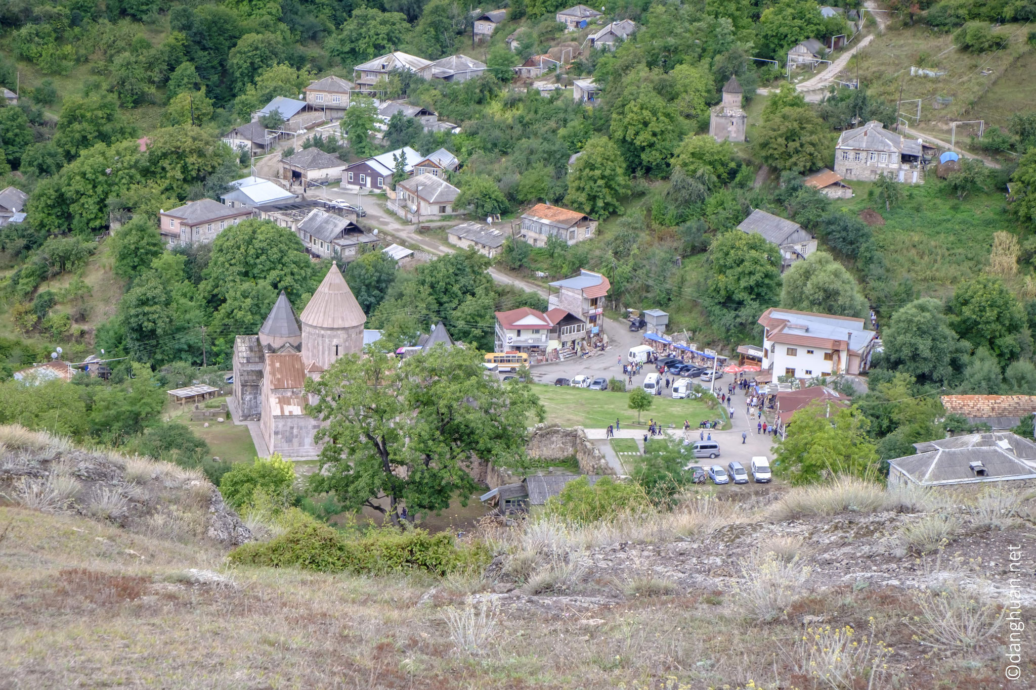 le Monastère Goshavank en contre-bas
