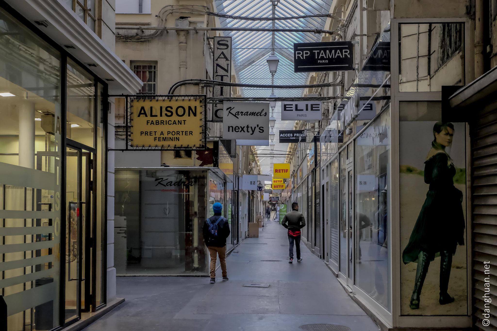le passage du Caire, crée en 1798, est le plus ancien passage couvert de Paris.
