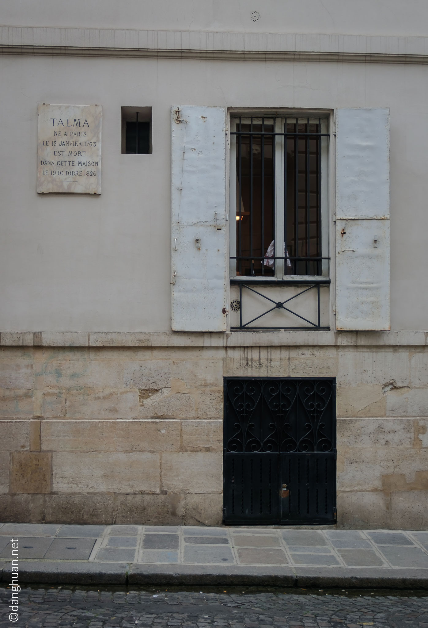N°9 rue de la tour des dames : demeure du grand tragédien Talma qui sous l'influence du peintre David, développa une diction et une approche des costumes plus naturelles