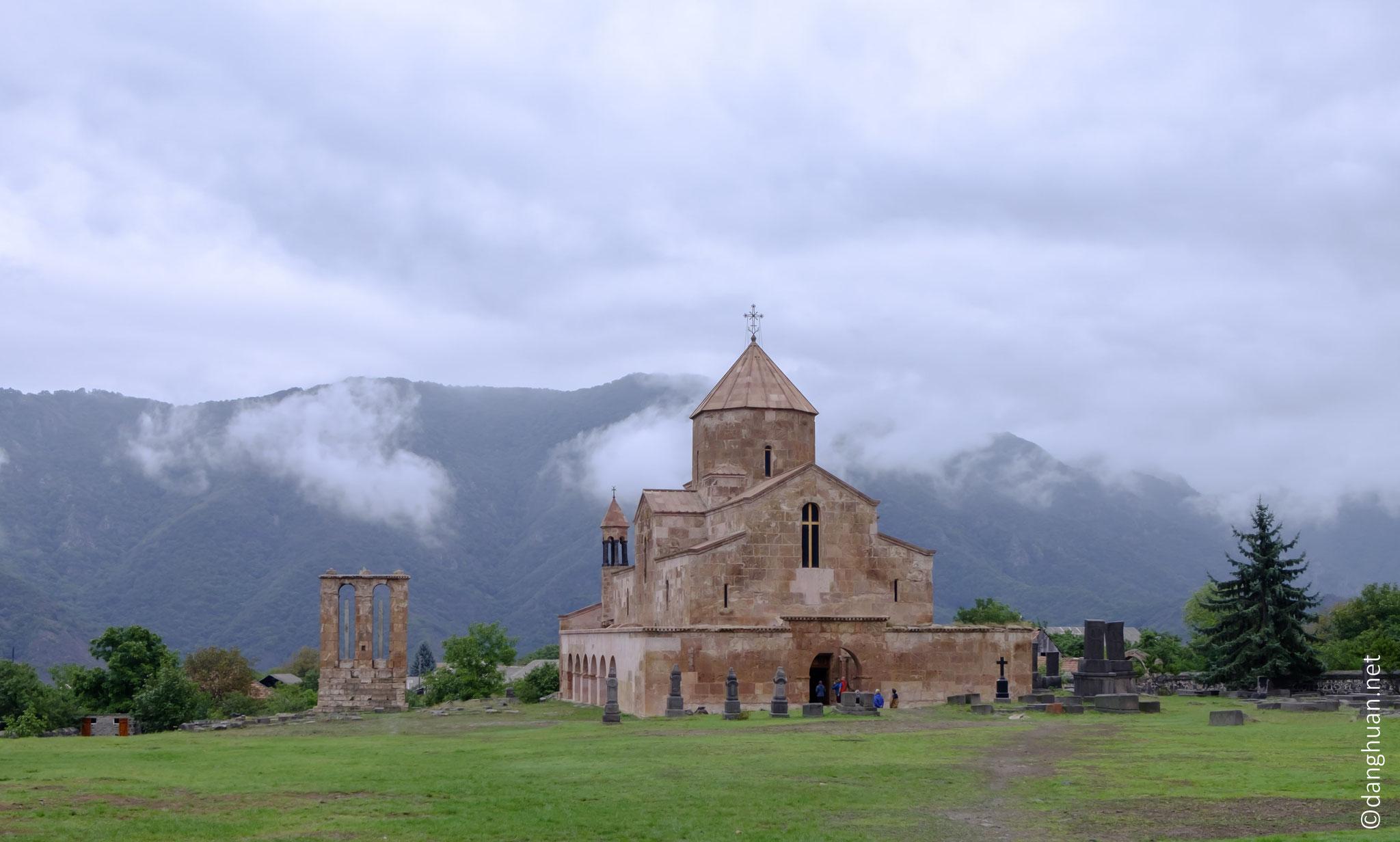Eglise d'Odzoun (milieu du VIè siècle) : située sur la colline du village d'Odzoun