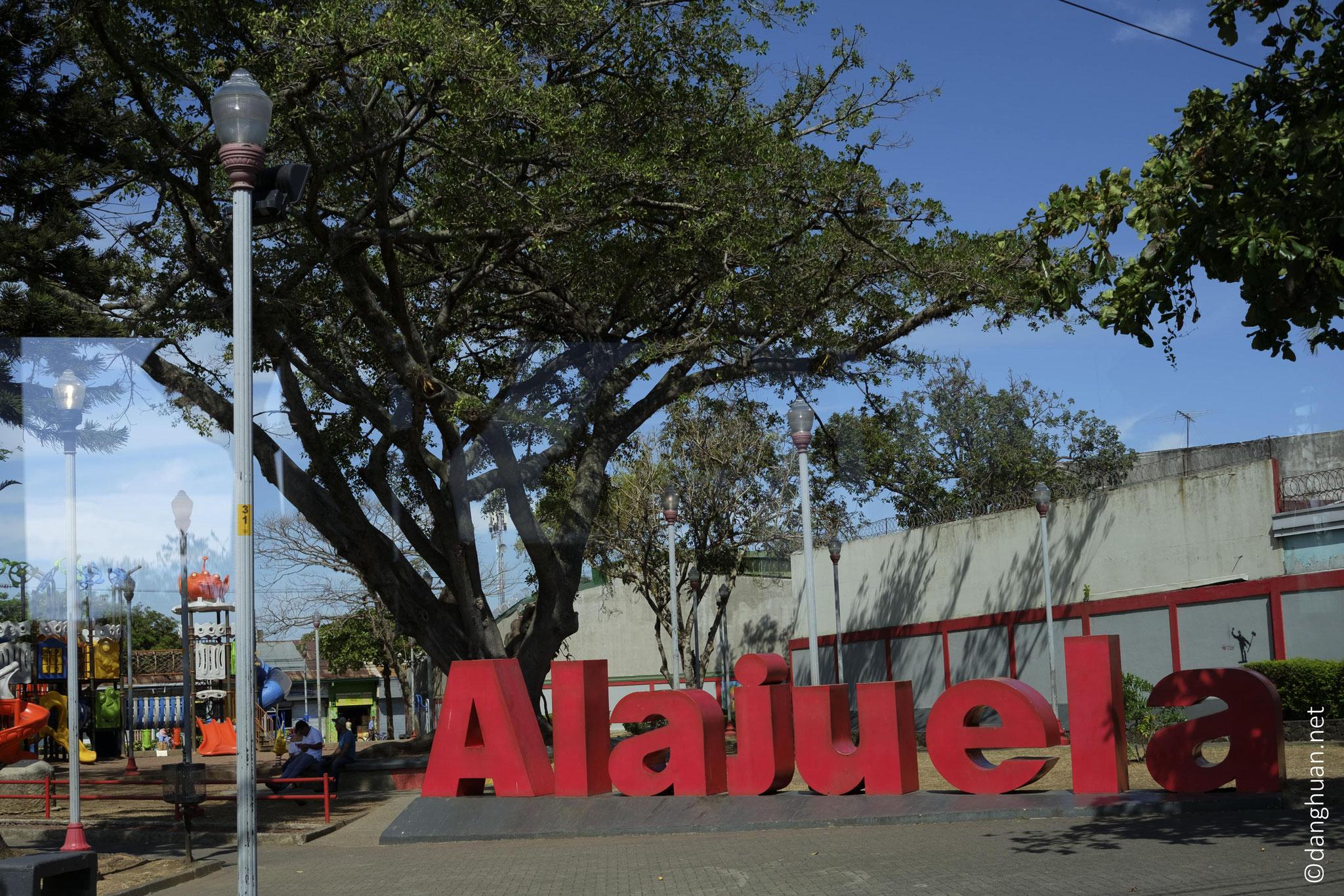 La ville d'Alujuel, à quelques dizaines au Nord-Ouest de San José sur la route des plantations de café