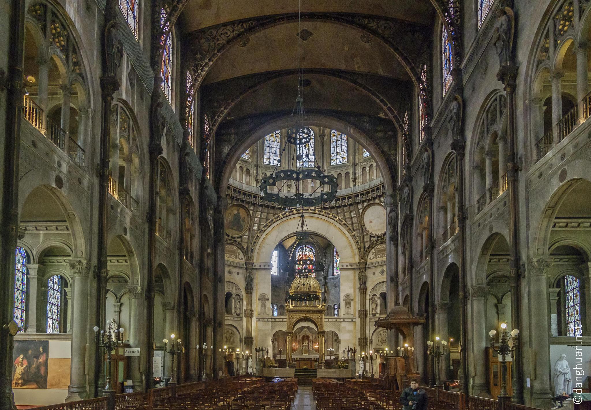 Eglise St Augustin - son originalité réside dans sa structure plus que dans son style éclectique inspiré des arts roman et byzantin