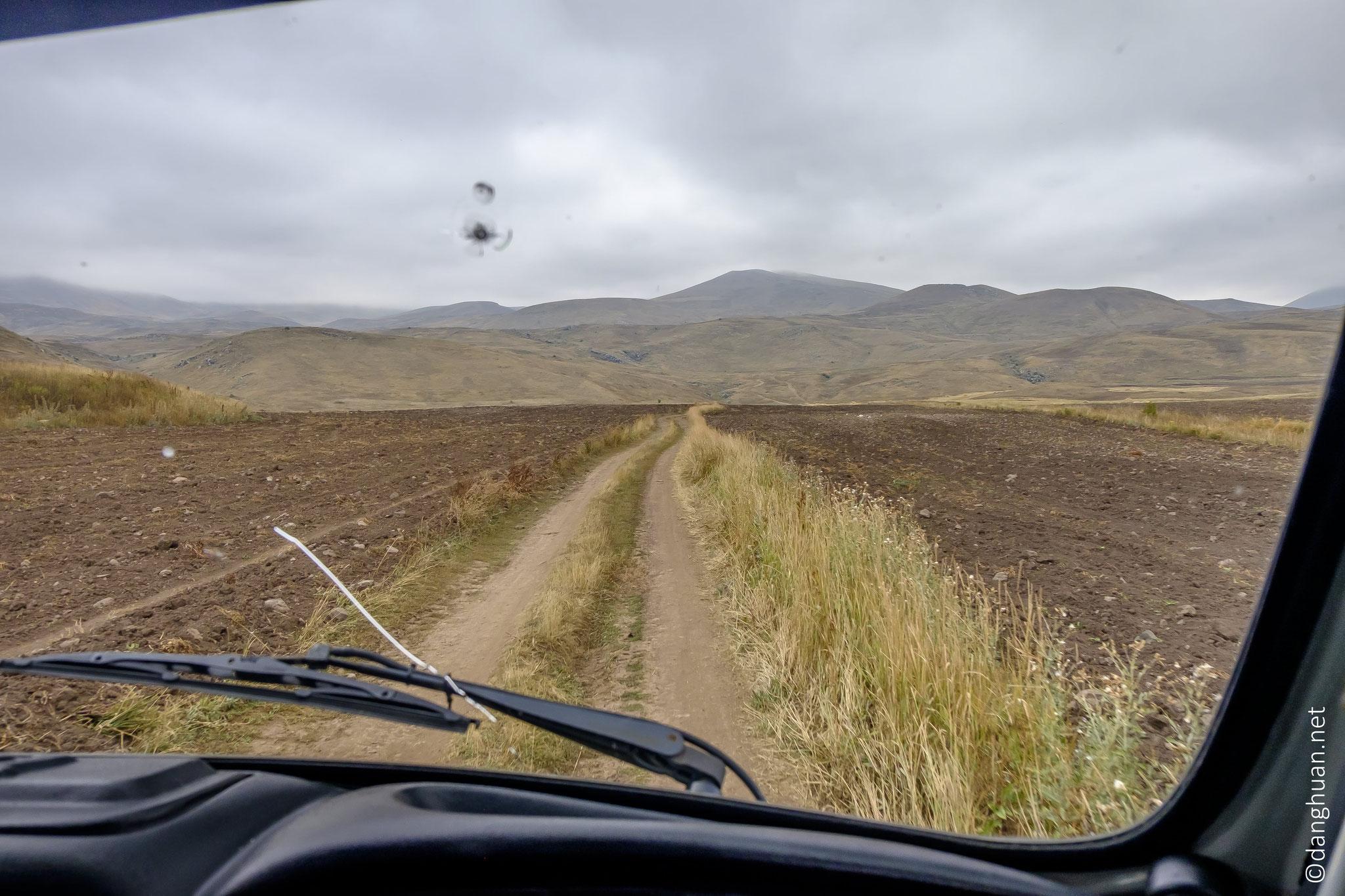 ... un grand champ de pétrogyphes sur le mont Oughtassar (Mont du chameau) situé entre 2200m et 3500m d'altitude