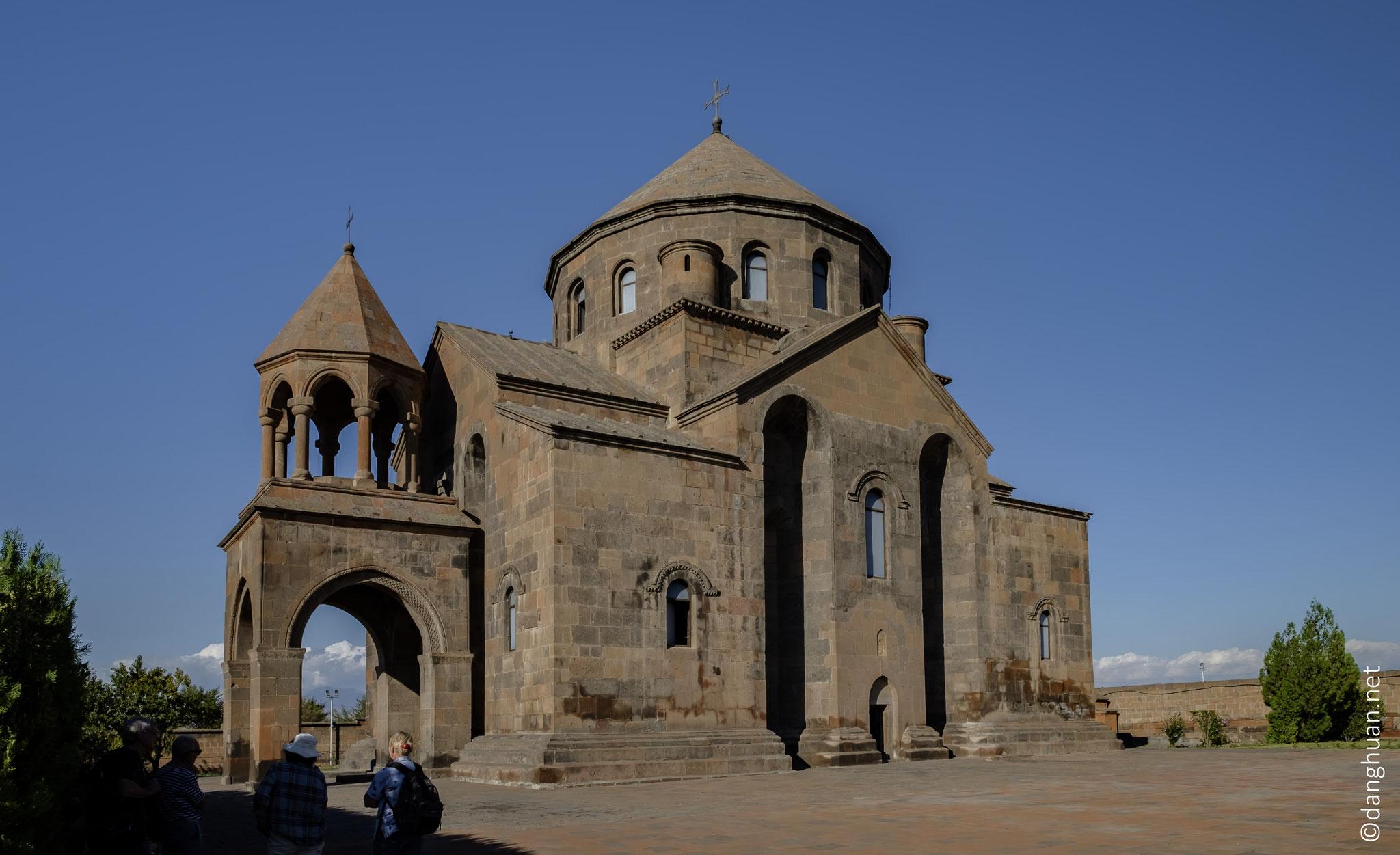 L'église Sainte-Hripsimé a été érigée au VIIè siècle à la place de la ...